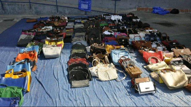 La+Policia+Local+de+Palma+ja+ha+decomissat+enguany+m%C3%A9s+de+50.000+objectes+de+la+venda+ambulant