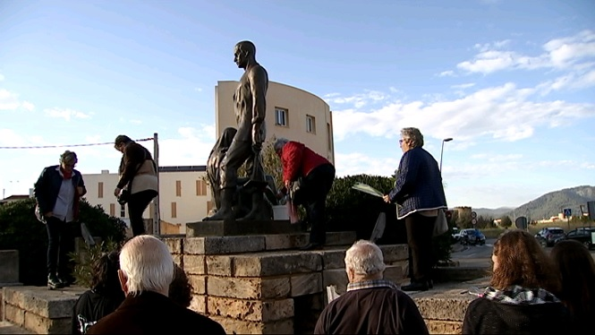 Sa+Pobla+ret+homenatge+a+les+dones+pageses+del+municipi