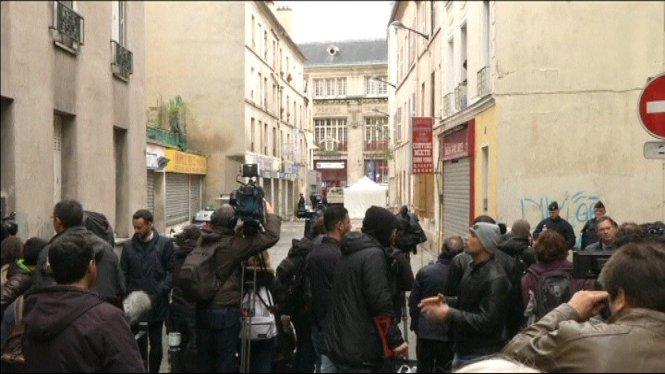 Trobada+una+tercera+terrorista+morta+al+pis+de+Saint+Denis