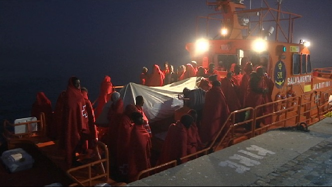 Prop+de+400+immigrants+han+arribat+aquest+cap+de+setmana+a+les+costes+espanyoles
