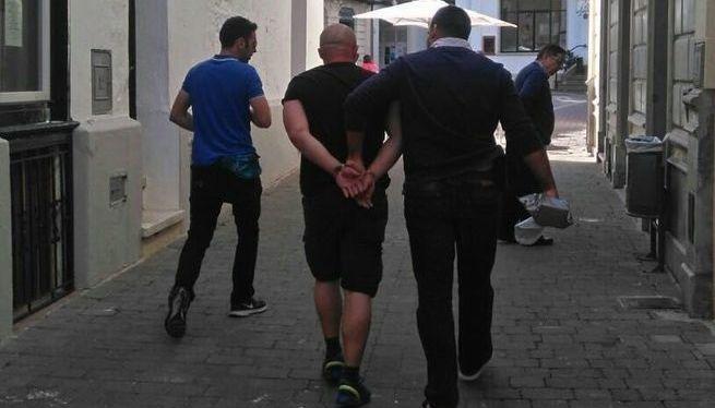 El+detingut+a+Alaior+pels+robatoris+de+cotxes+ja+ha+declarat+davant+la+Policia