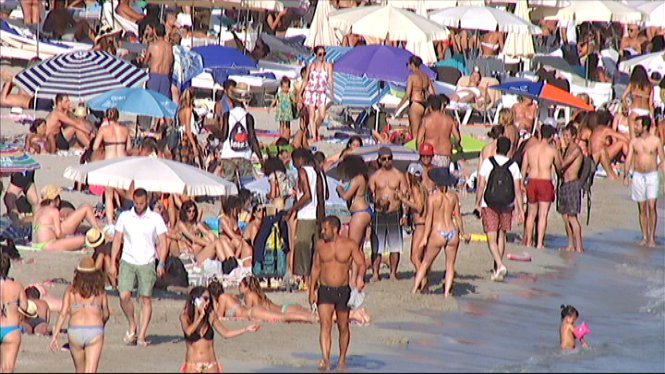 Algunes+platges+d%E2%80%99Eivissa+tenen+problemes+de+saturaci%C3%B3