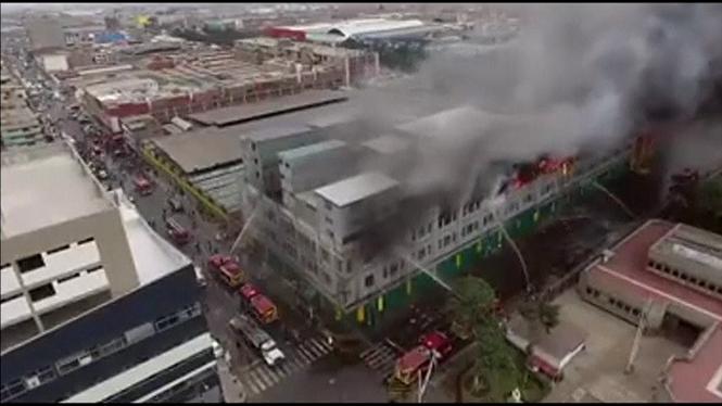 Quatre+desapareguts+en+un+incendi+d%27un+centre+comercial+del+Per%C3%BA