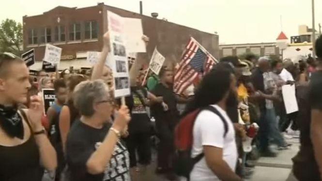 Ona+de+protestes+a+Sant+Louis+per+l%27absoluci%C3%B3+d%27un+policia+blanc+que+va+matar+un+home+negre