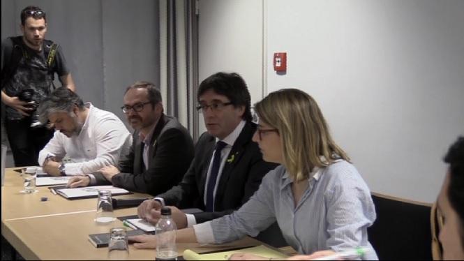 PP+i+PSOE+ofereixen+di%C3%A0leg+a+Puigdemont%2C+per%C3%B2+sense+un+refer%C3%A8ndum+il%C2%B7legal+damunt+la+taula