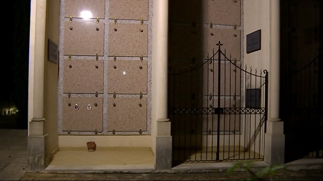 Profanen+dues+tombes+del+cementeri+de+Sencelles