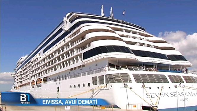 El+Seven+seas+explorer%2C+un+dels+creuers+m%C3%A9s+luxosos+del+m%C3%B3n%2C+ha+atracat+a+Eivissa