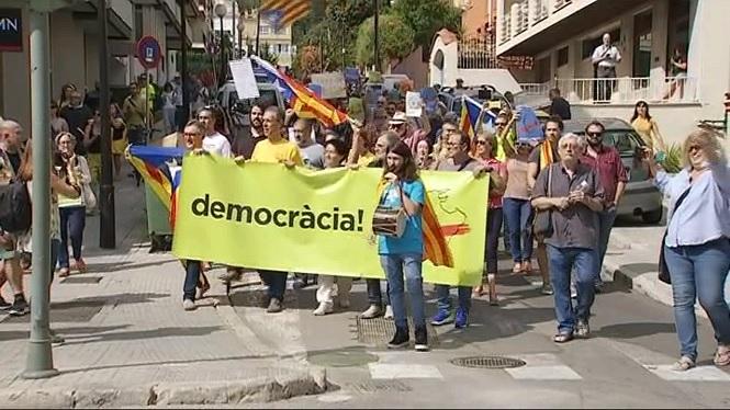 Partidaris+del+refer%C3%A8ndum+es+manifesten+davant+l%27hotel+on+es+celebra+la+reuni%C3%B3+del+PP