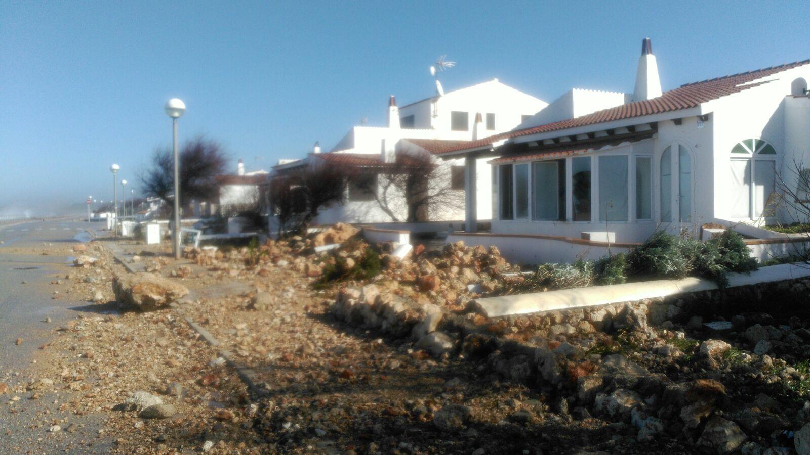 El+temporal+de+vent+i+mala+mar+provoca+destrosses+a+la+costa+sud+de+Ciutadella