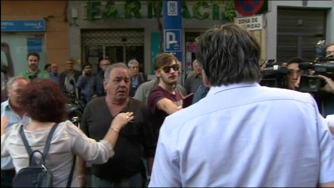 Tensi%C3%B3+a+les+portes+de+la+seu+del+PSOE+al+carrer+de+Ferraz%2C+a+Madrid