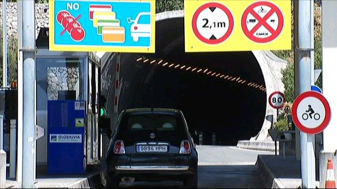 Un+cotxe+es+cala+foc+al+t%C3%BAnel+de+S%C3%B3ller