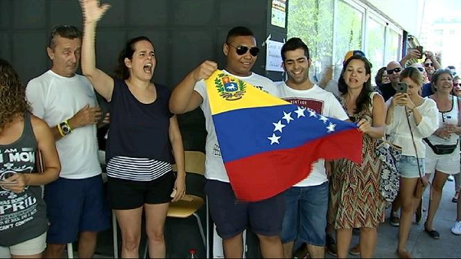 3.000+vene%C3%A7olans+residents+a+Balears+voten+si+accepten+el+refer%C3%A8ndum+del+president+Maduro