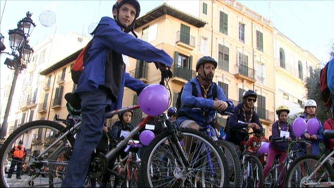 Marxa+en+bicicleta+a+Palma+per+mostrar+el+rebuig+a+la+viol%C3%A8ncia+masclista