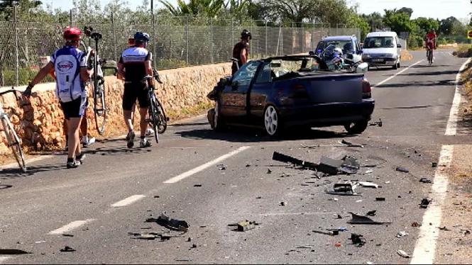 Dues+persones+ferides+en+un+accident+de+tr%C3%A0nsit+a+la+carretera+que+uneix+Algaida+i+Sant+Joan