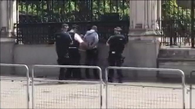 Detingut+a+prop+del+Parlament+brit%C3%A0nic+un+home+que+portava+un+ganivet