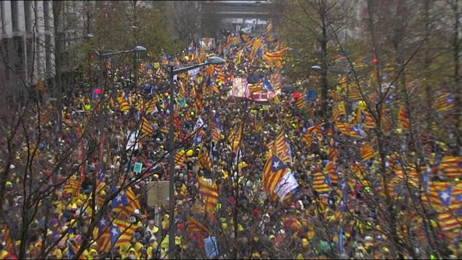 Milers+d%27independentistes+es+manifesten+a+Brussel%C2%B7les+per+demanar+democr%C3%A0cia