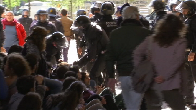L%27Auditori+de+Barcelona%2C+blindat+per+les+protestes+contra+la+pres%C3%A8ncia+del+Rei+Felip