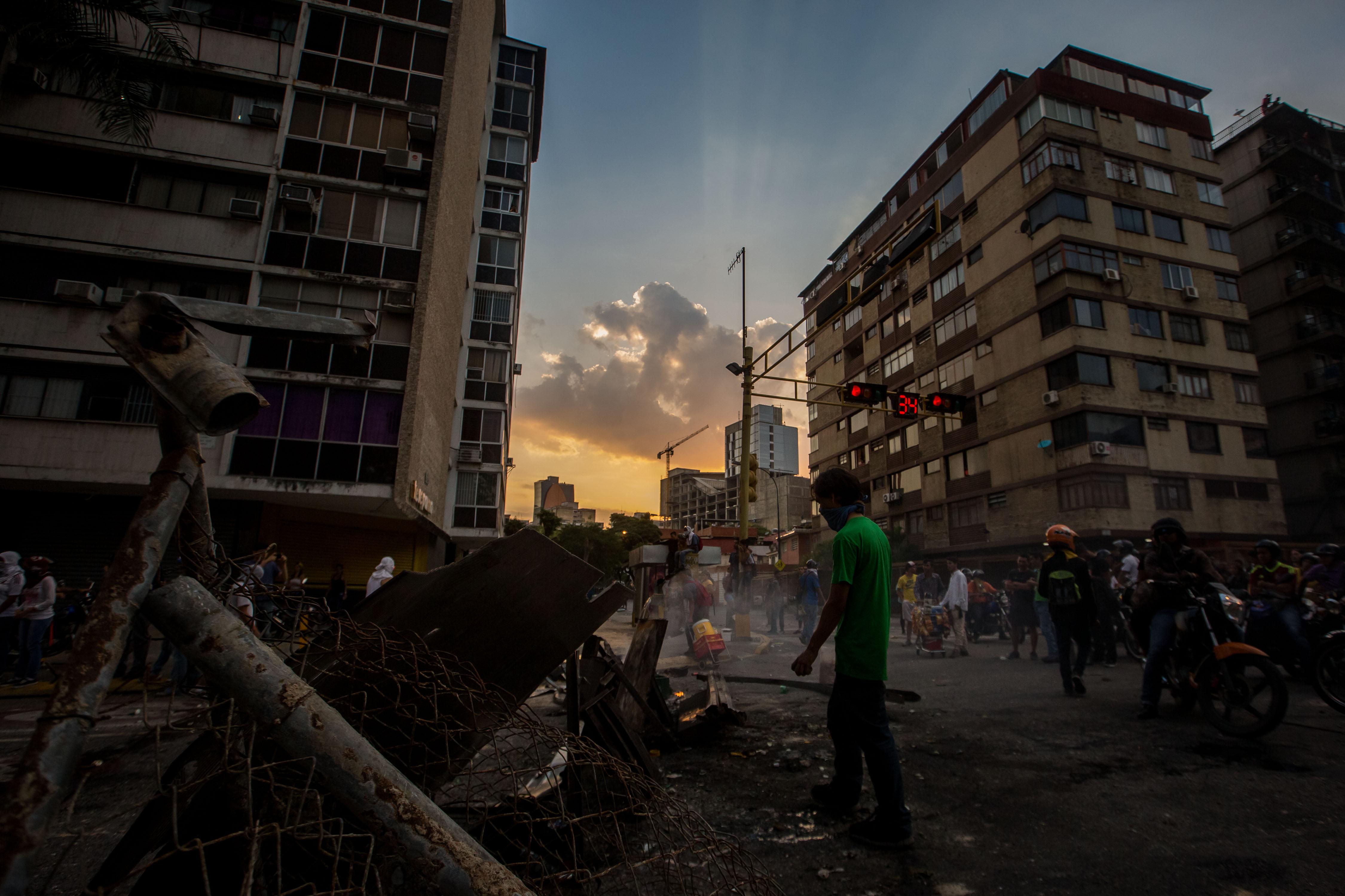 Les forces de seguretat de Veneçuela dispersen les marxes convocades per l'oposició a Caracas. / MIGUEL GUTIÉRREZ