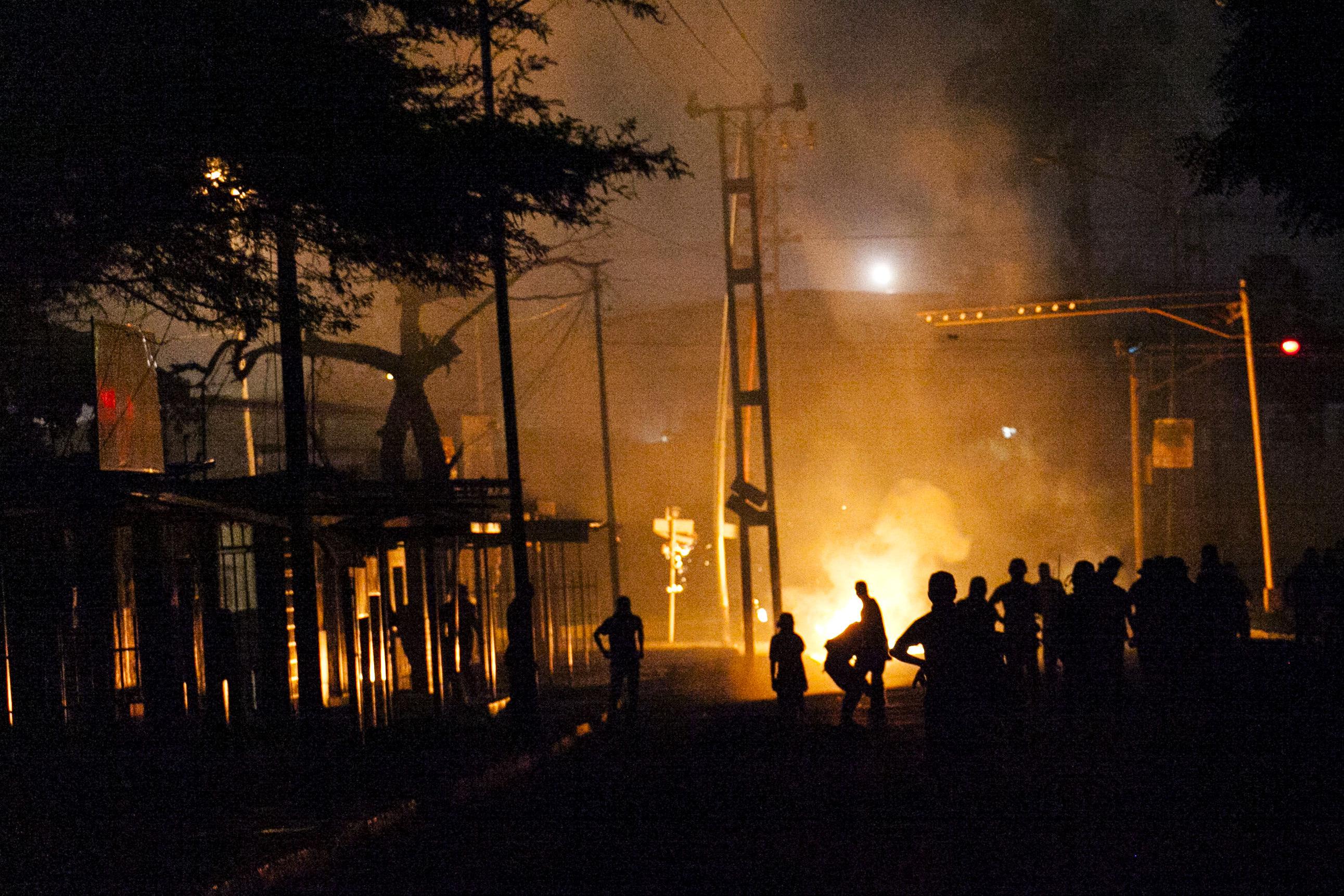 Un grup de persones participen en una manifestació a la ciutat de Barquisimeto (Veneçuela). /PASQUALE GIORGIO