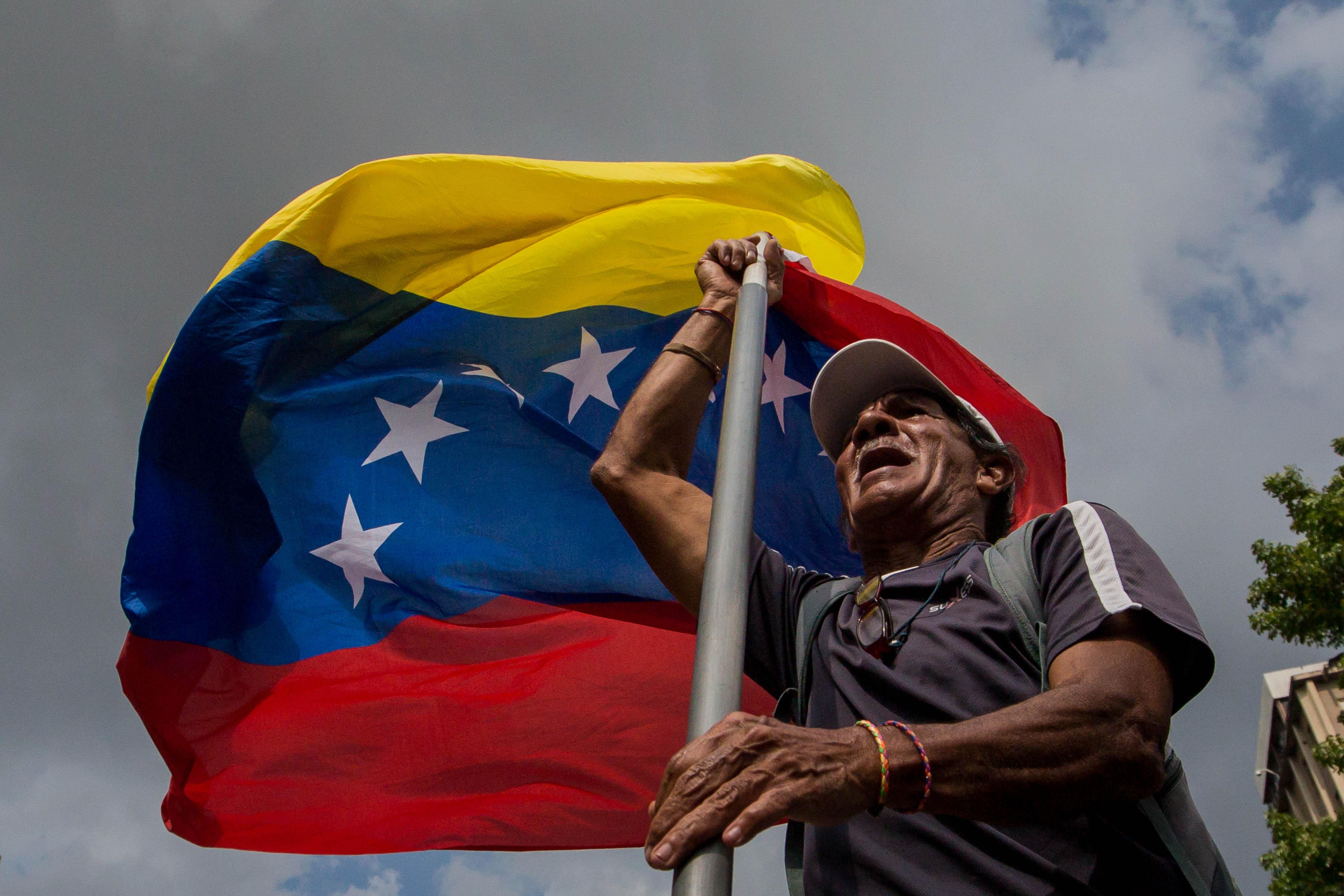 Simpatitzants del Govern del president Nicolás Maduro marxen en suport al procés constituent a Caracas (Veneçuela). /MIGUEL GUTIÉRREZ