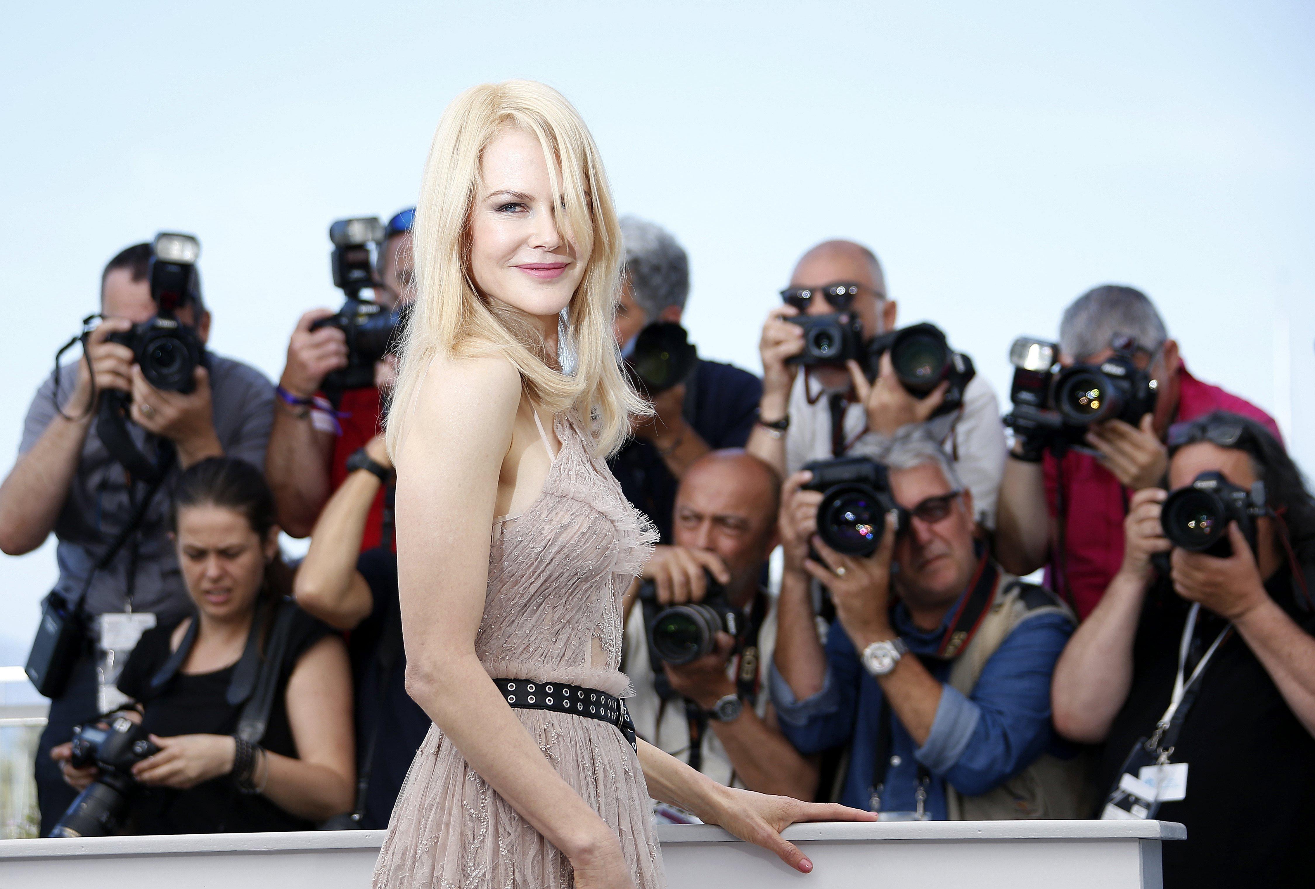"""Nicole Kidman posa davant la premsa el dia que es presenta en la secció oficial del Festival de Cinema de Cannes la pel·lícula """"The Beguiled"""". /SEBASTIEN NOGIER"""