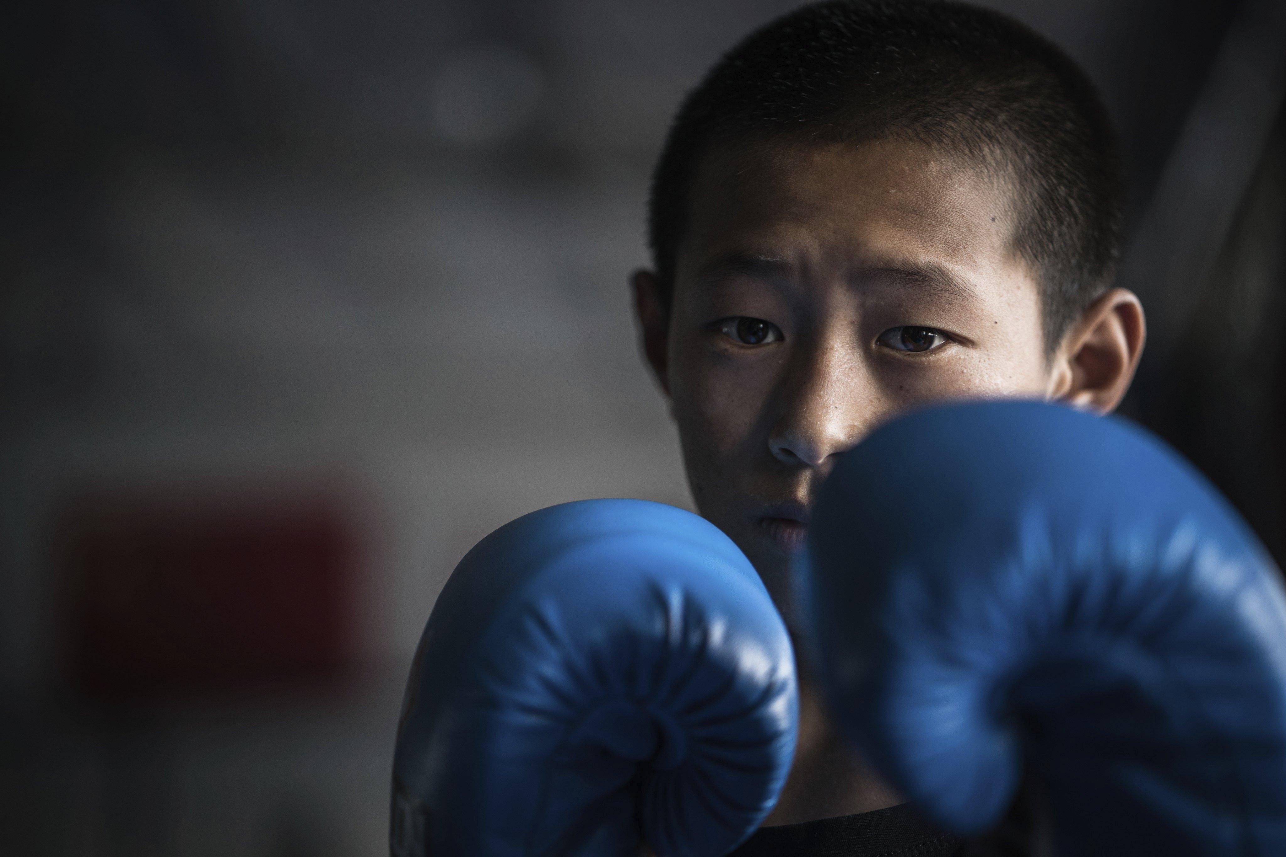 A la regió sud-occidental xinesa de Sichuan, 40 joves tibetans orfes després del terratrèmol que va arrasar Wenchuan en 2008, busquen una oportunitat per refer les seves vides per mitjà de les arts marcials./Lola Levan