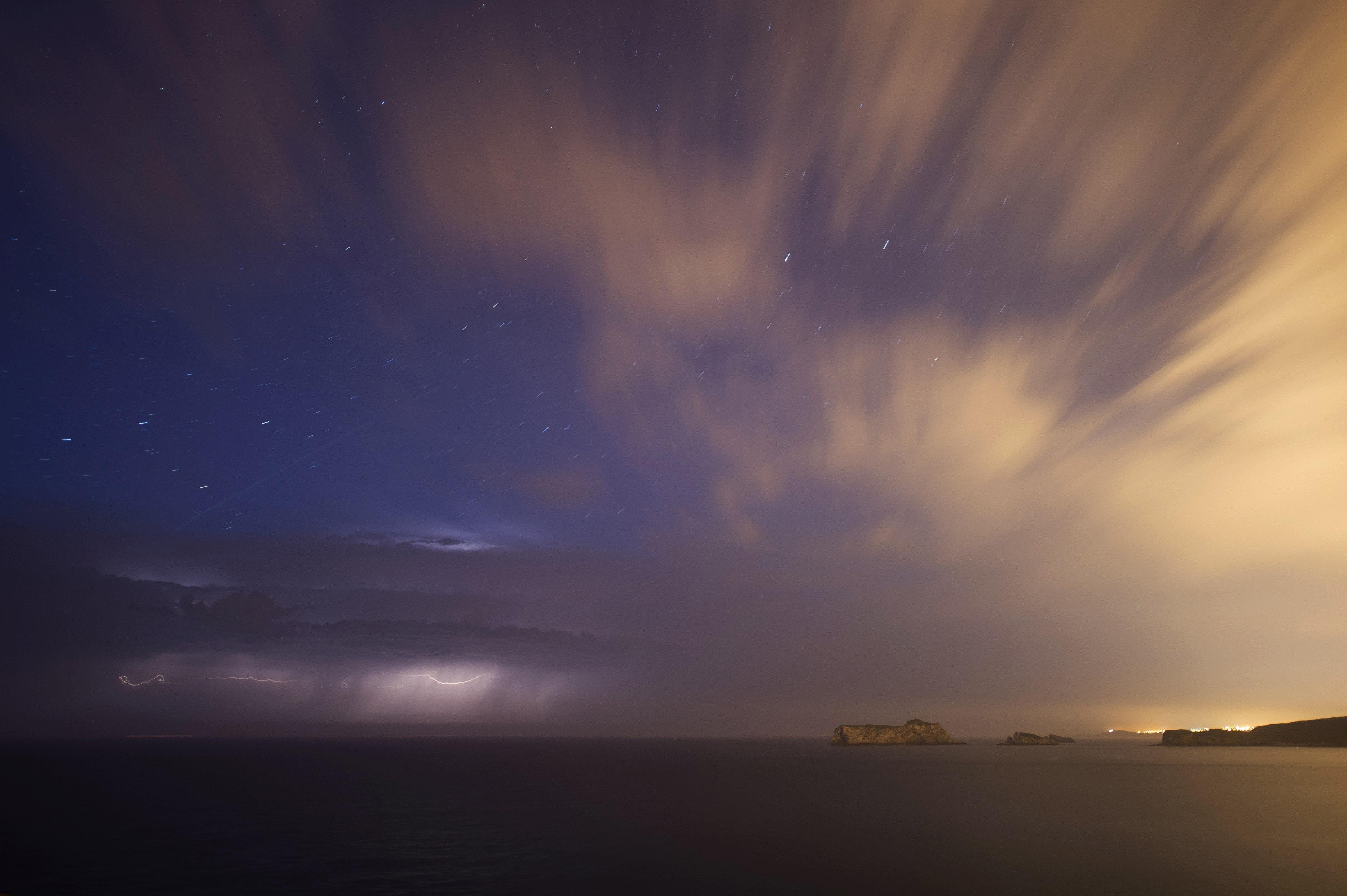 Imatge de la tempesta que va caure aquest dimarts a Suances, Cantàbria./Pedro Puente Hoyos