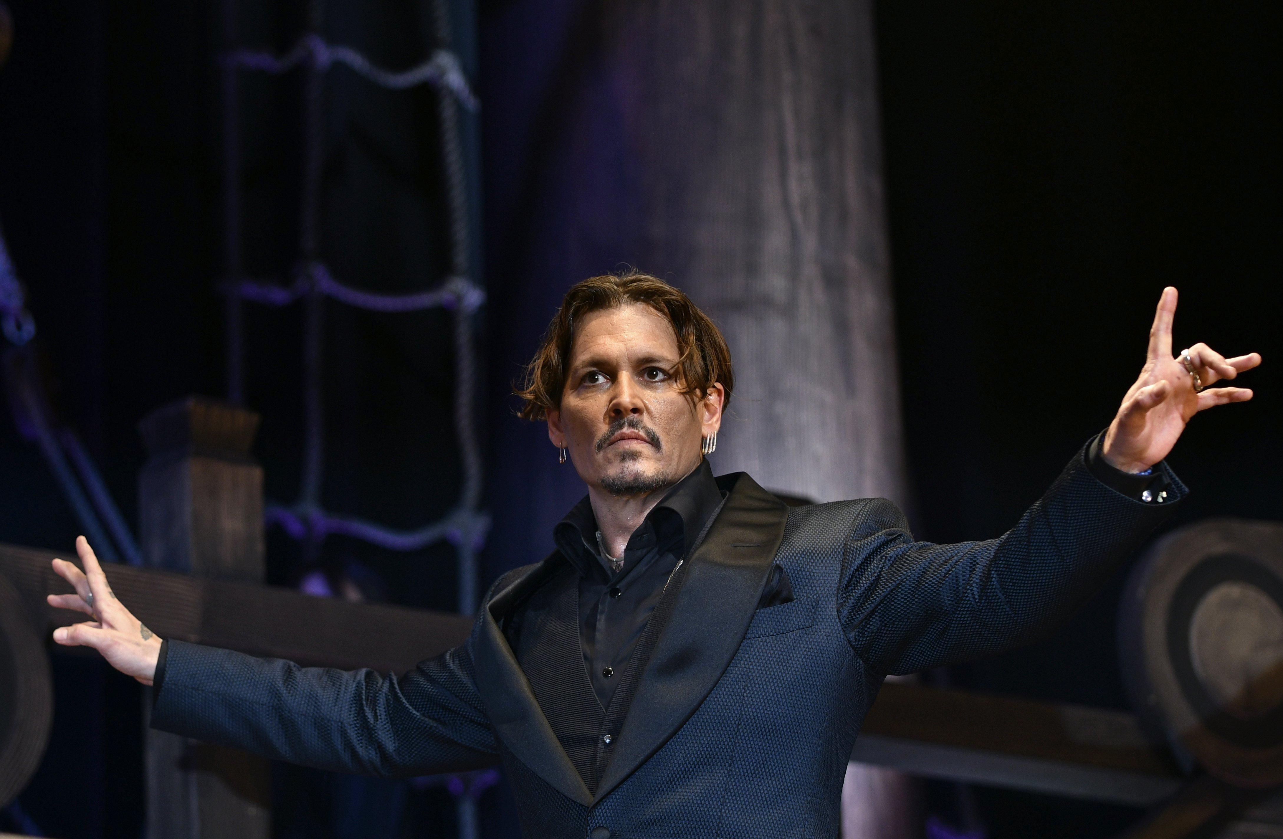 """L'actor nord-americà Johnny Depp assisteix a l'estrena de l'última entrega de la saga de """"Piratas del Caribe: la venganza de Salazar"""", a Tòquio, Japó. /FRANCK ROBICHON"""