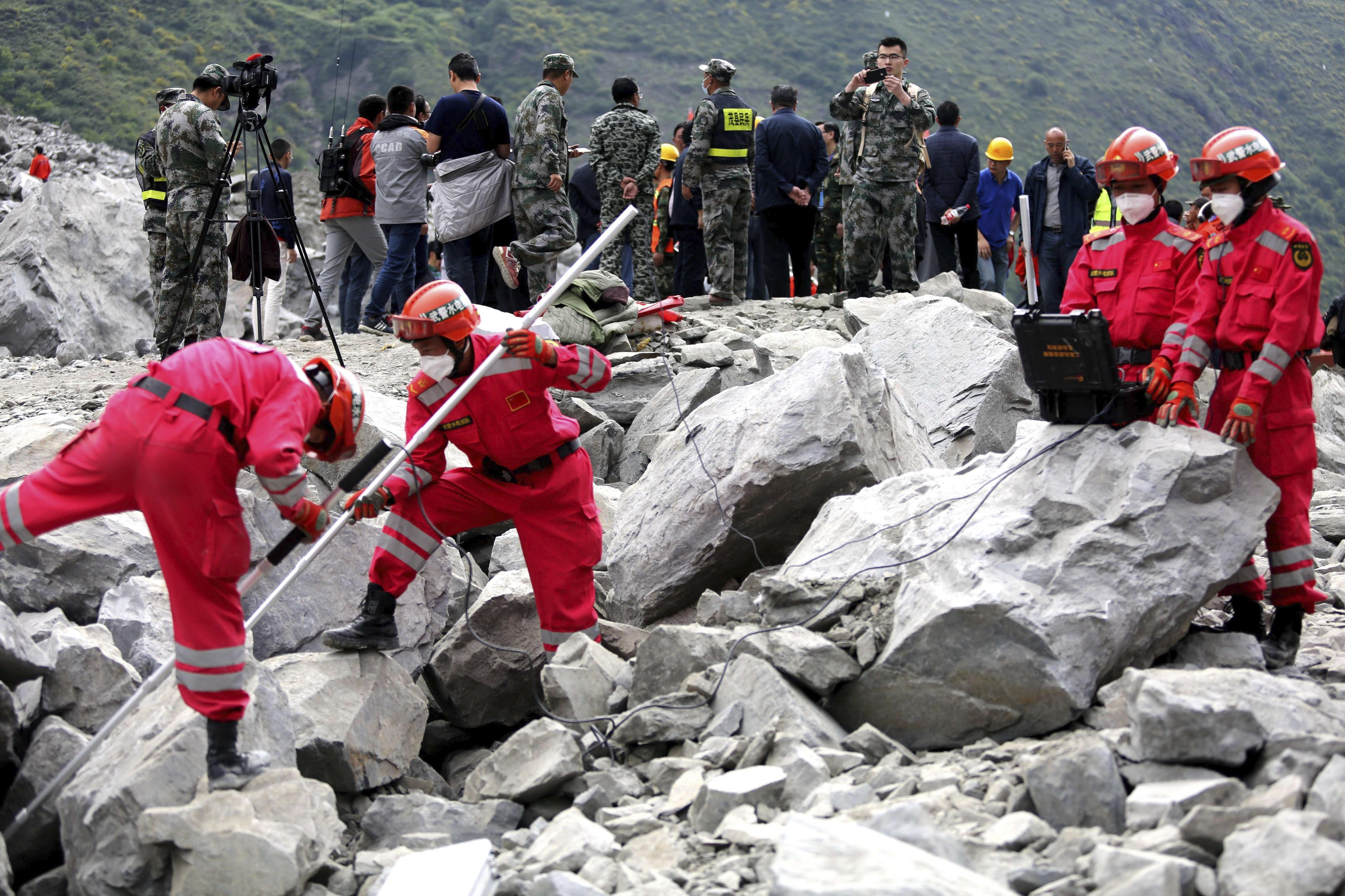Labors de rescat dels 93 desapareguts en el sud de Xina per un despreniment de terra. /STRINGER