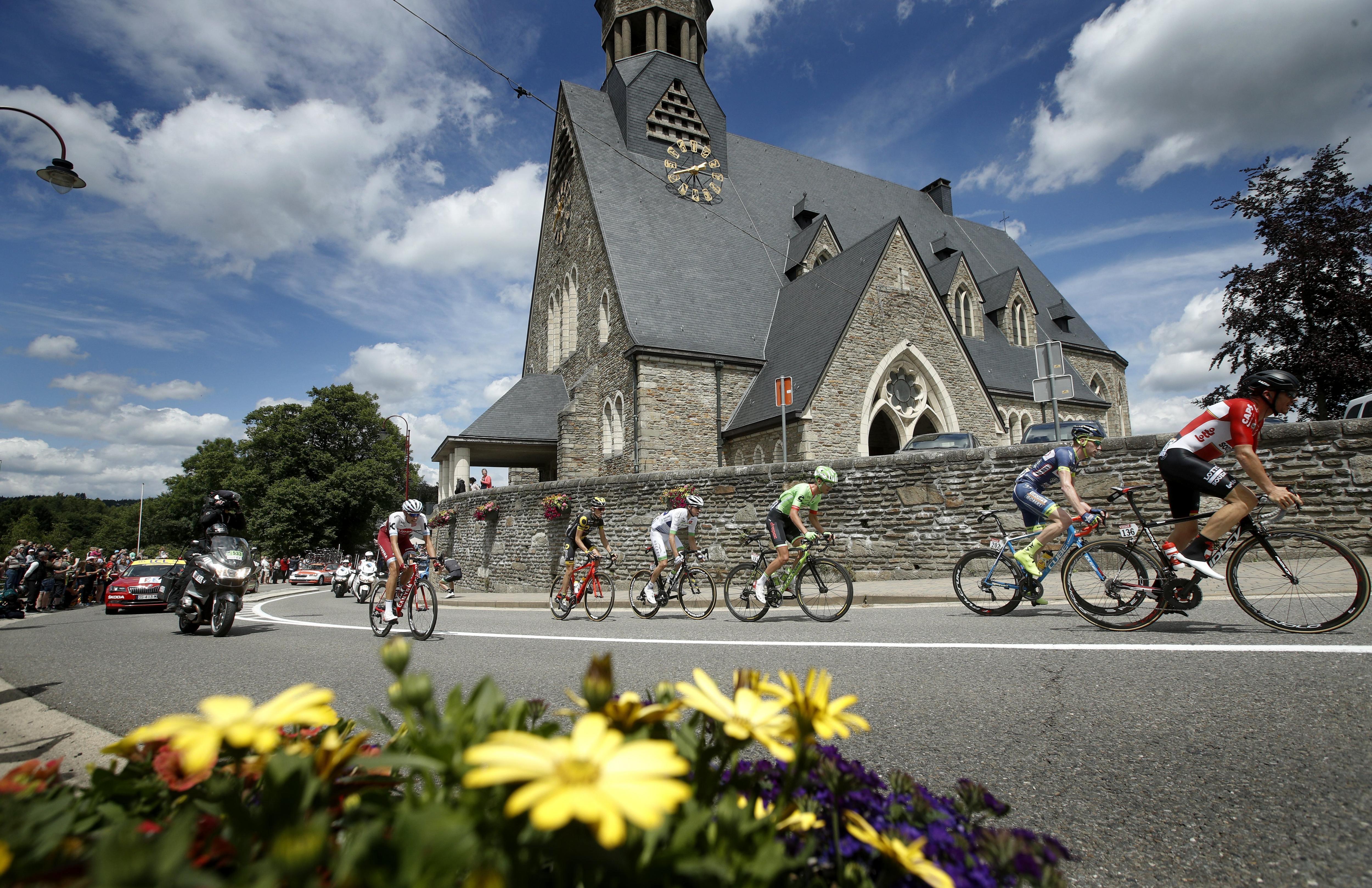 L'escamot durant la tercera etapa del Tour de França, una carrera de 212 km entre les localitats de Verviers (Bèlgica) i Longwy (França). /YOAN VALAT