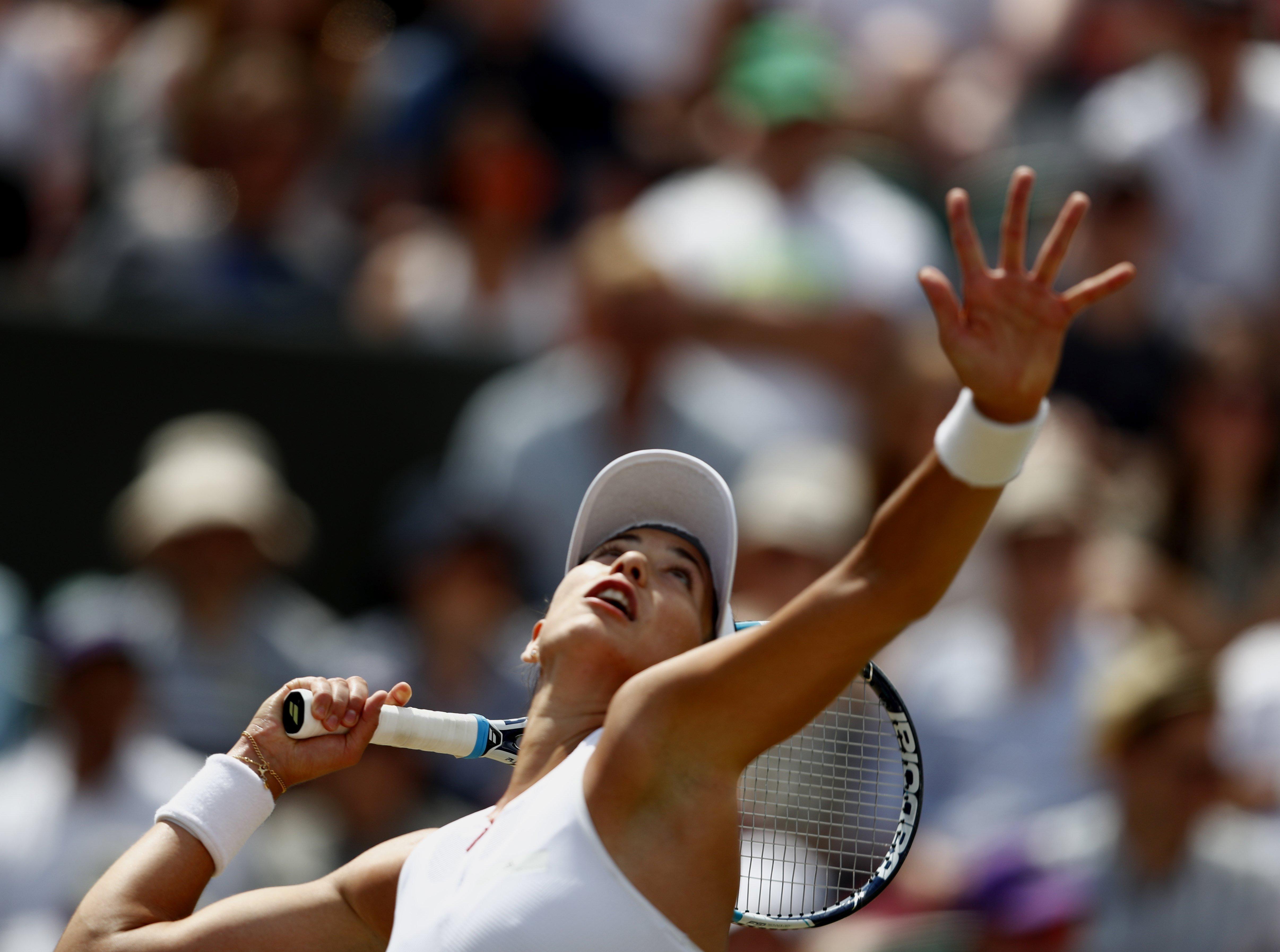 L'espanyola Garbiñe Muguruza durant un partit de vuitens de final de Wimbledon contra l'alemanya Angelique Kerber. /NIC BOTHMA