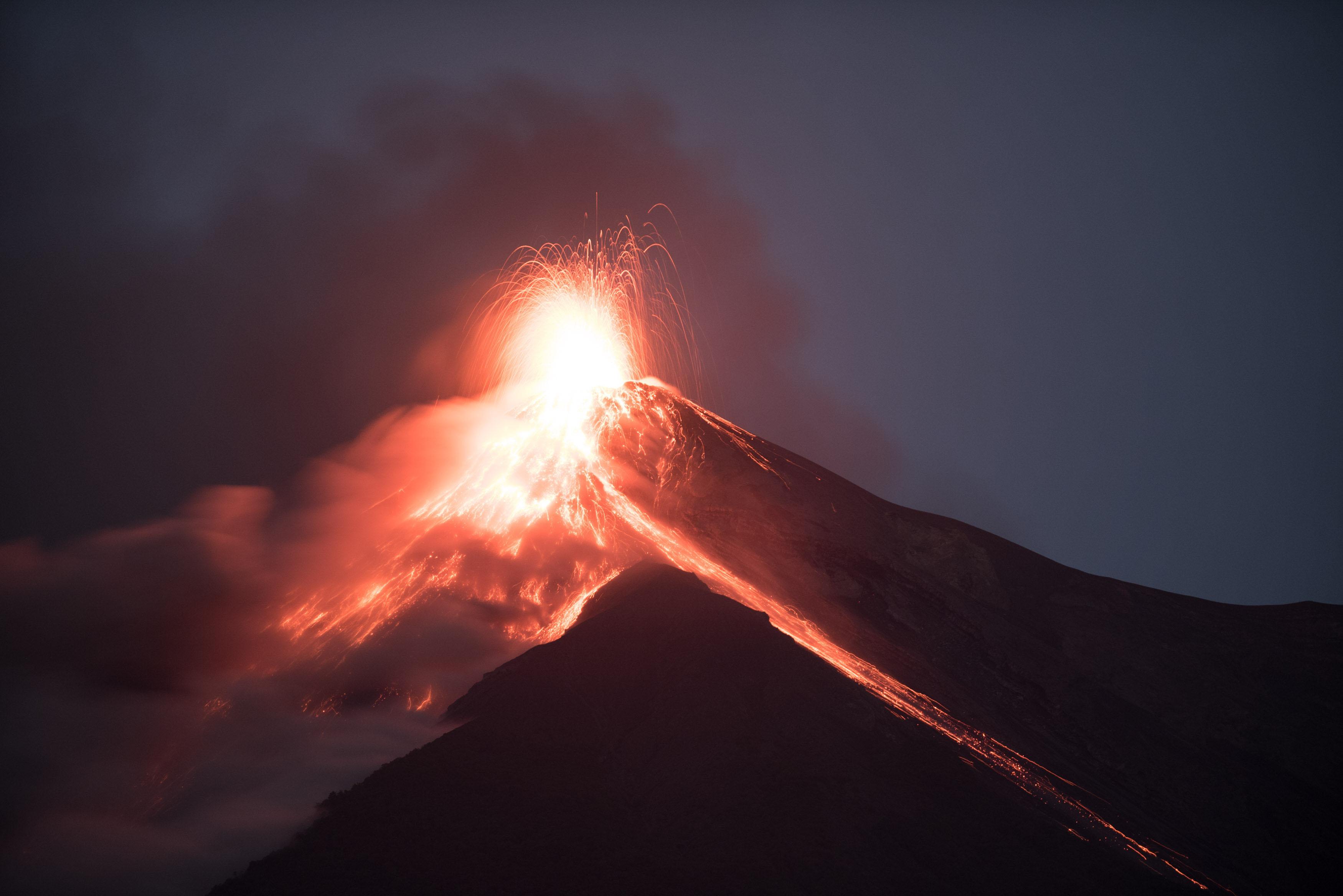 El volcà de Foc de Guatemala inicia la seva sisena erupció de l'any. /SANTIAGO BILLY