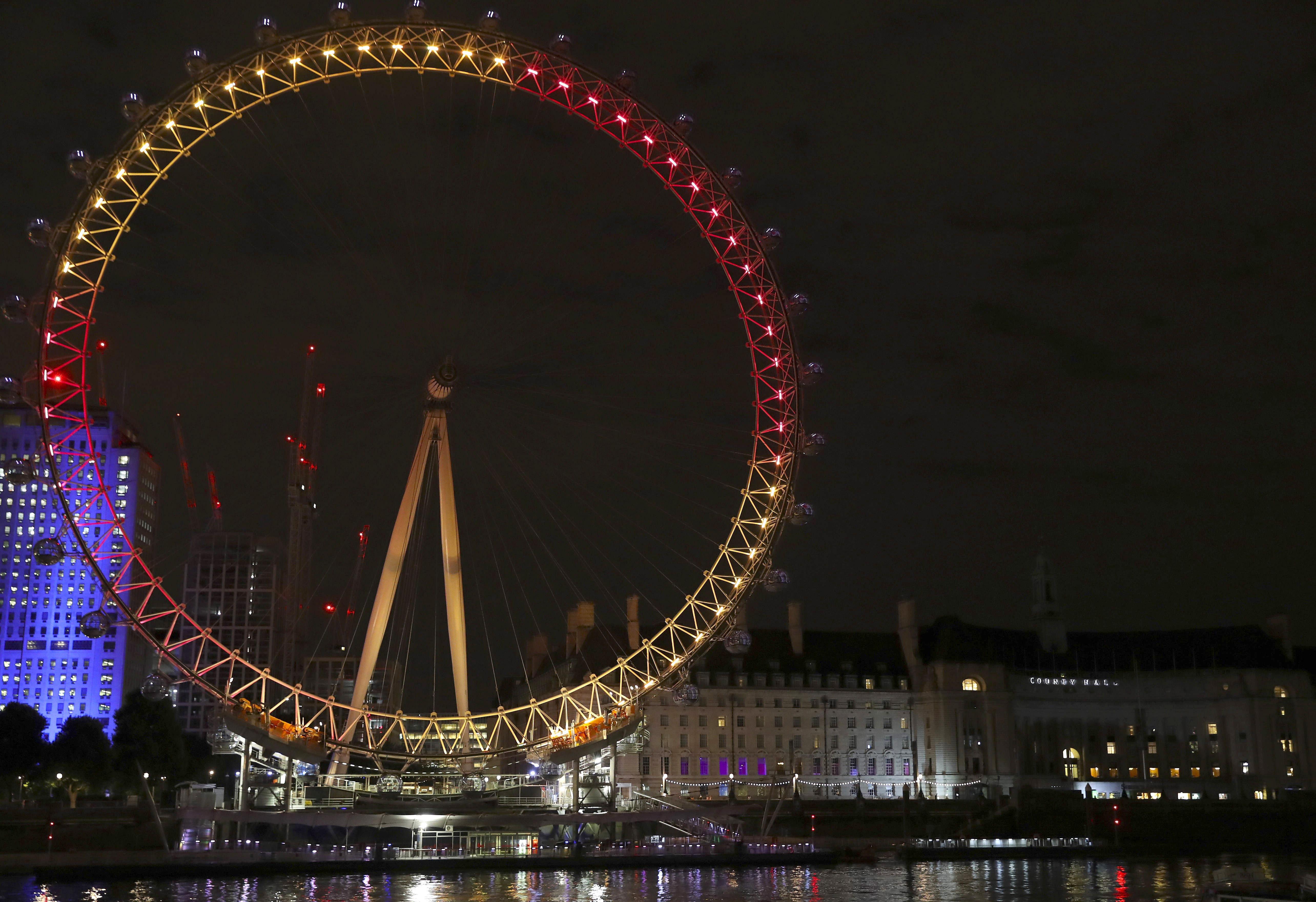 El London Eye il·luminat amb els colors de la bandera espanyola en honor de la visita oficial dels Reis d'Espanya al Regne Unit. /BALLESTEROS