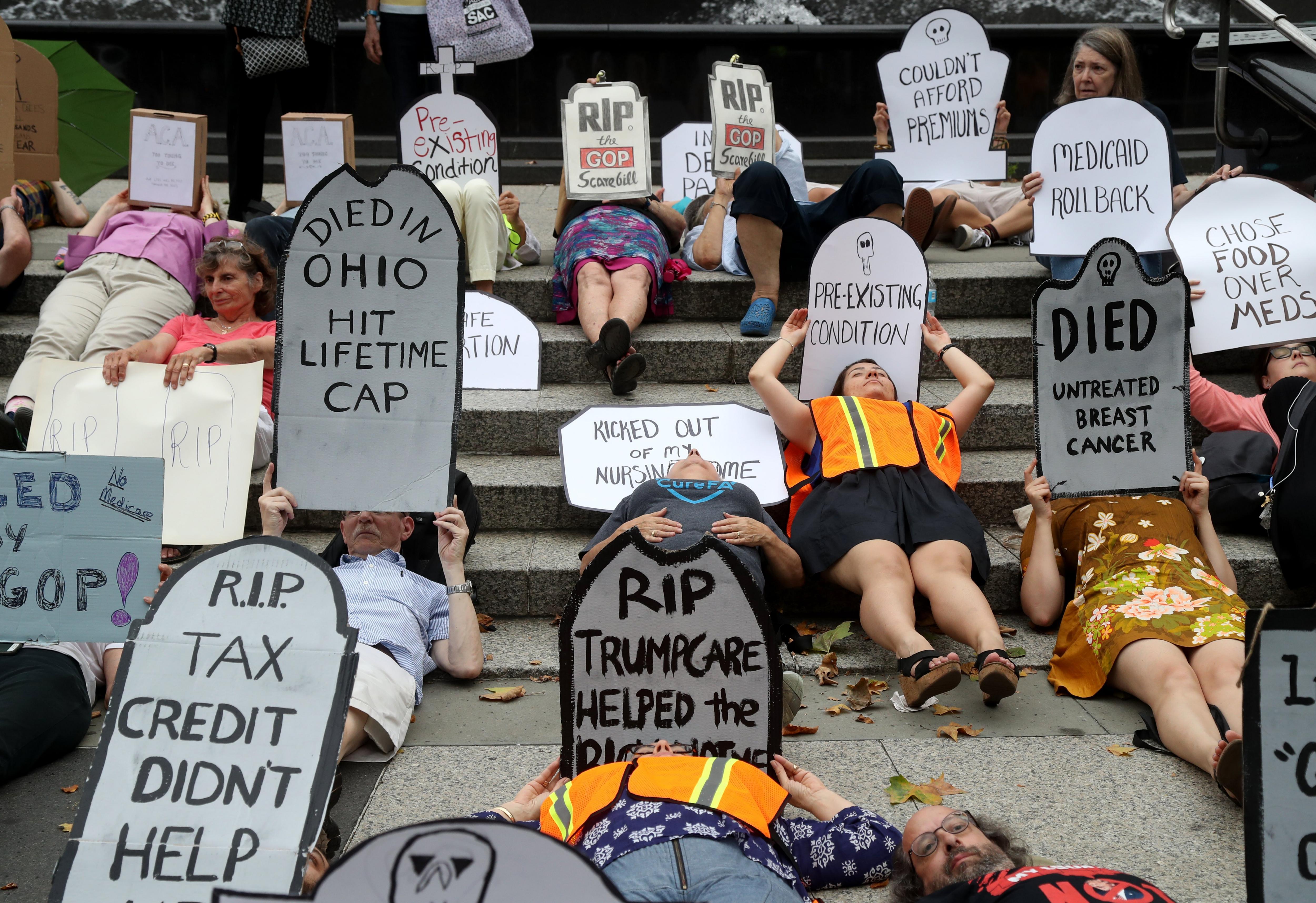 Dones protesten pel sistema de Salut a Nova York. /ANDREW GOMBERT