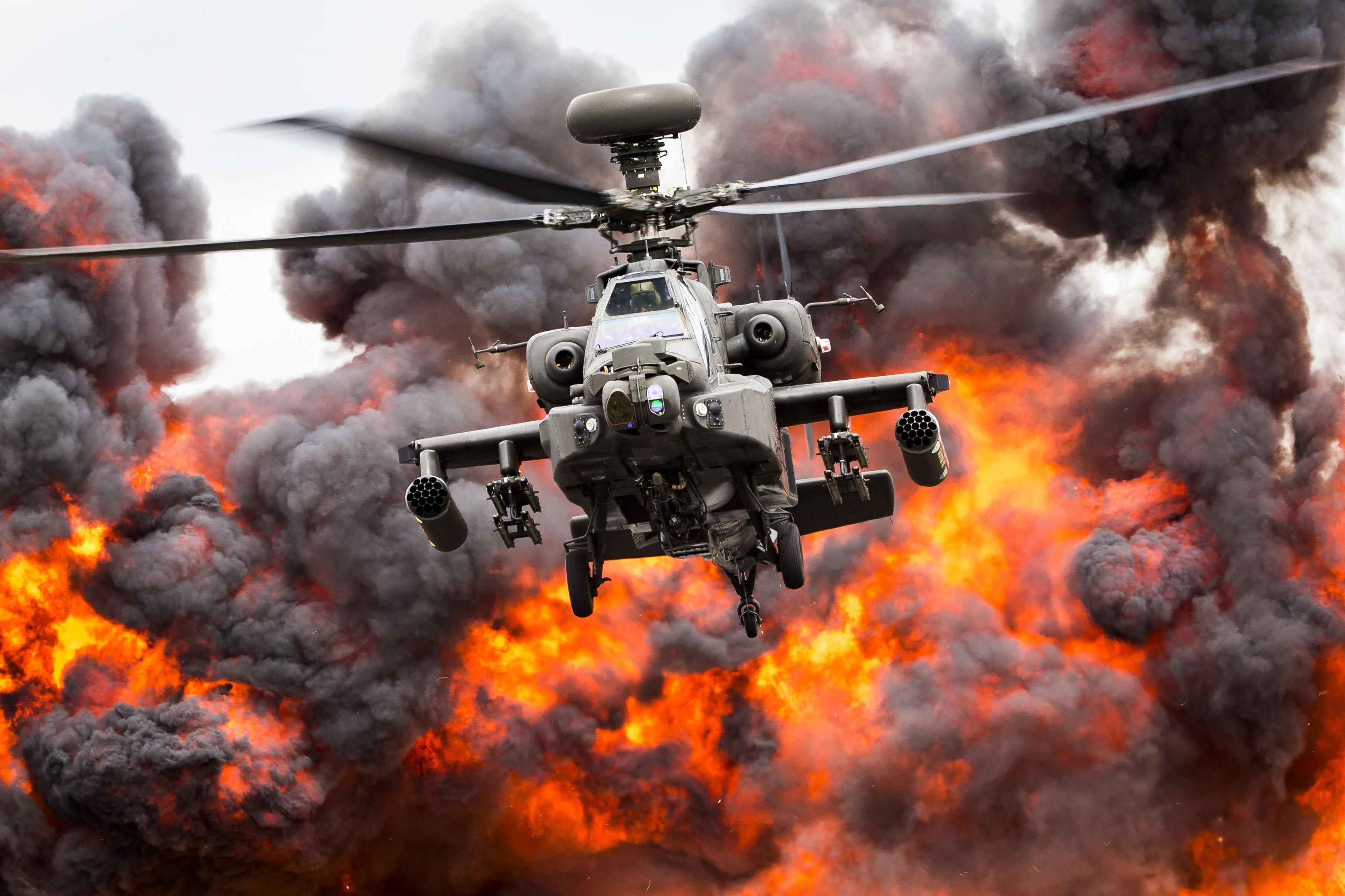 Un helicòpter participa en una demostració durant l'exhibició de la Real Força Aèria britànica Air Tattoo 2017 a Fairford, al centre d'Anglaterra. /BRITISH MINISTRY