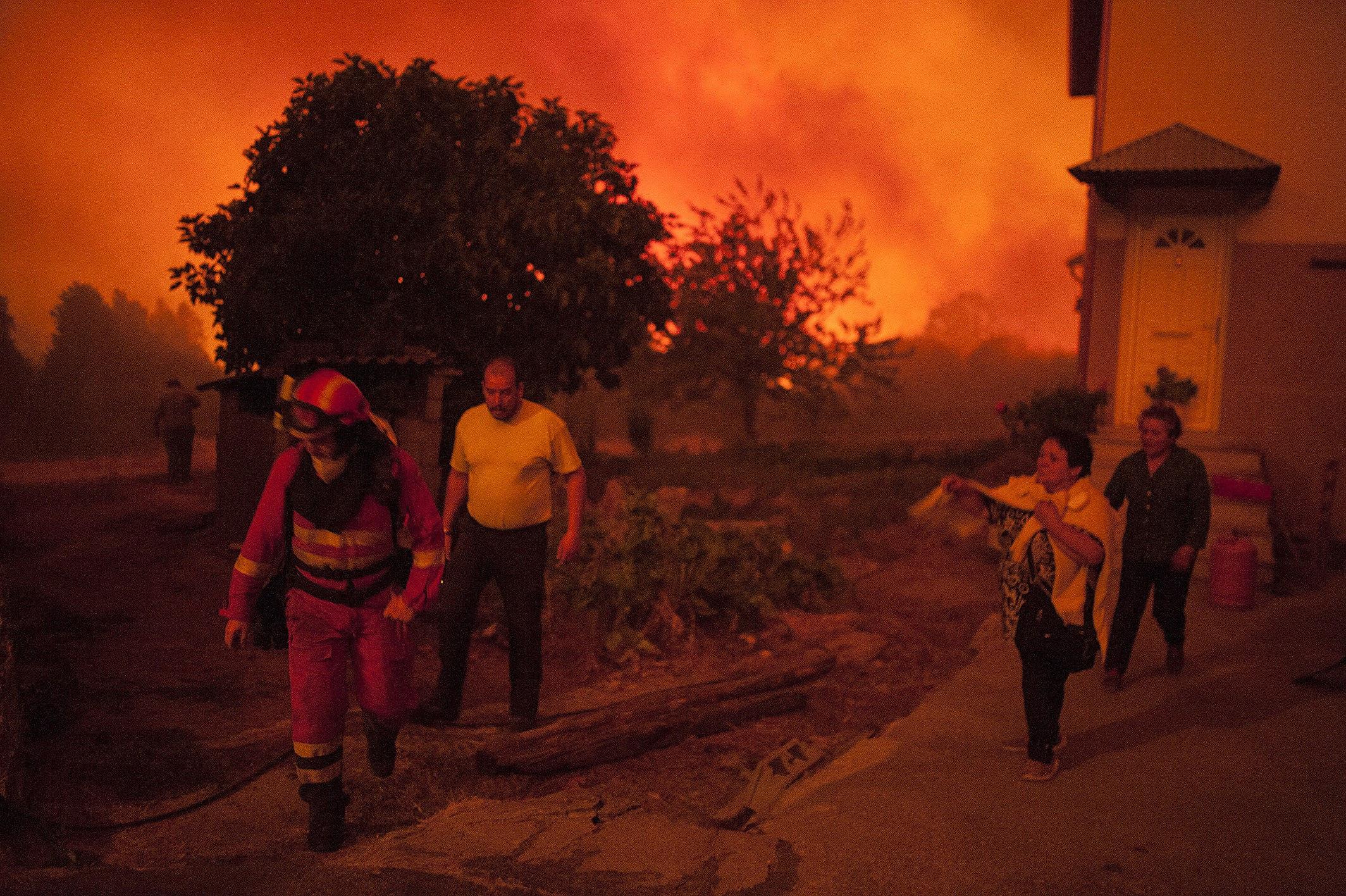 Imatge de l'incendi forestal declarat en el municipi de Verín (Galicia). /BRAIS LORENZO
