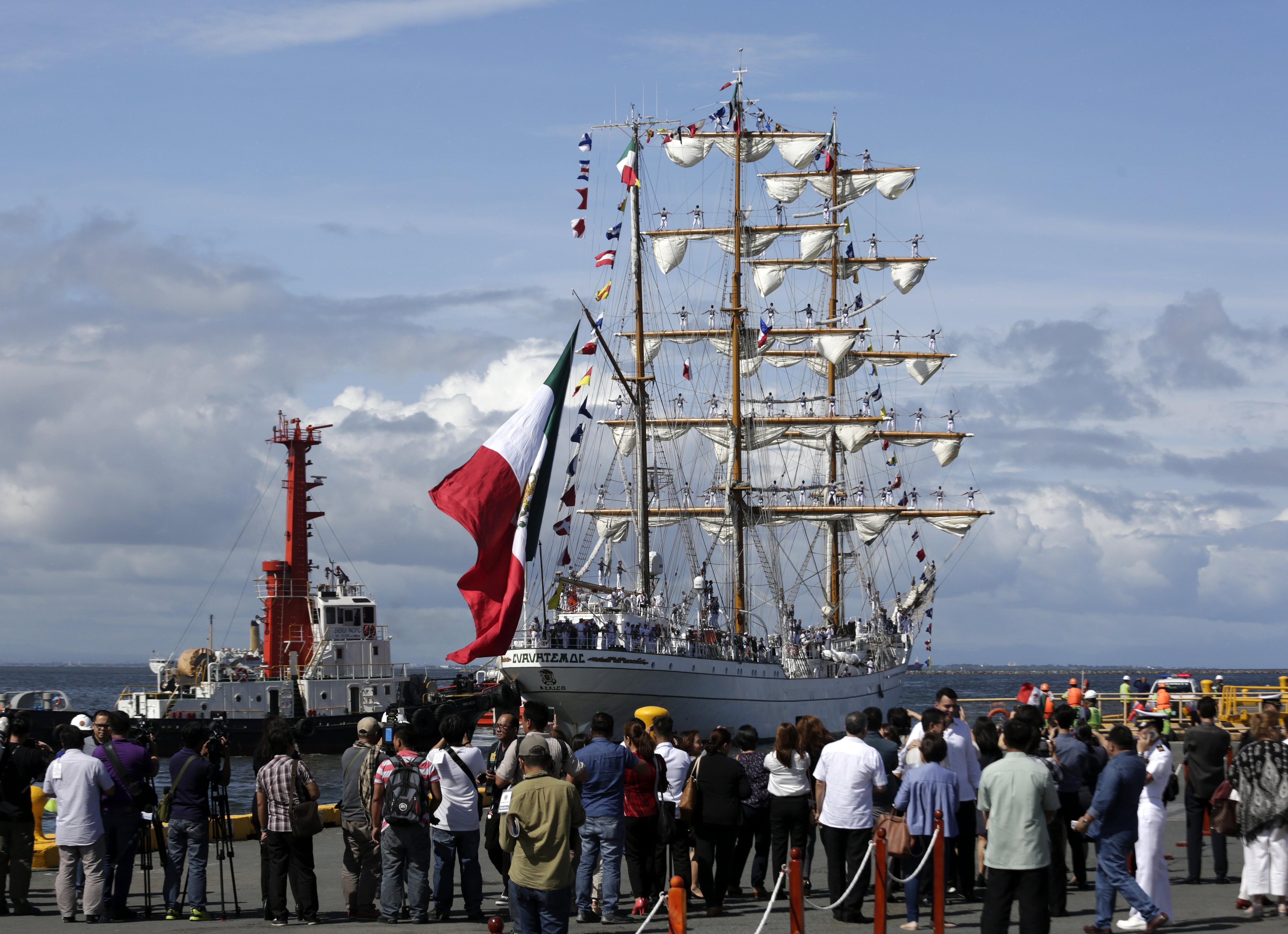 El buc escola ARM Cuauhtémoc de l'Armada de Mèxic es prepara per atracar en el Port de Manila (Filipines). /FRANCIS R. MALASIG