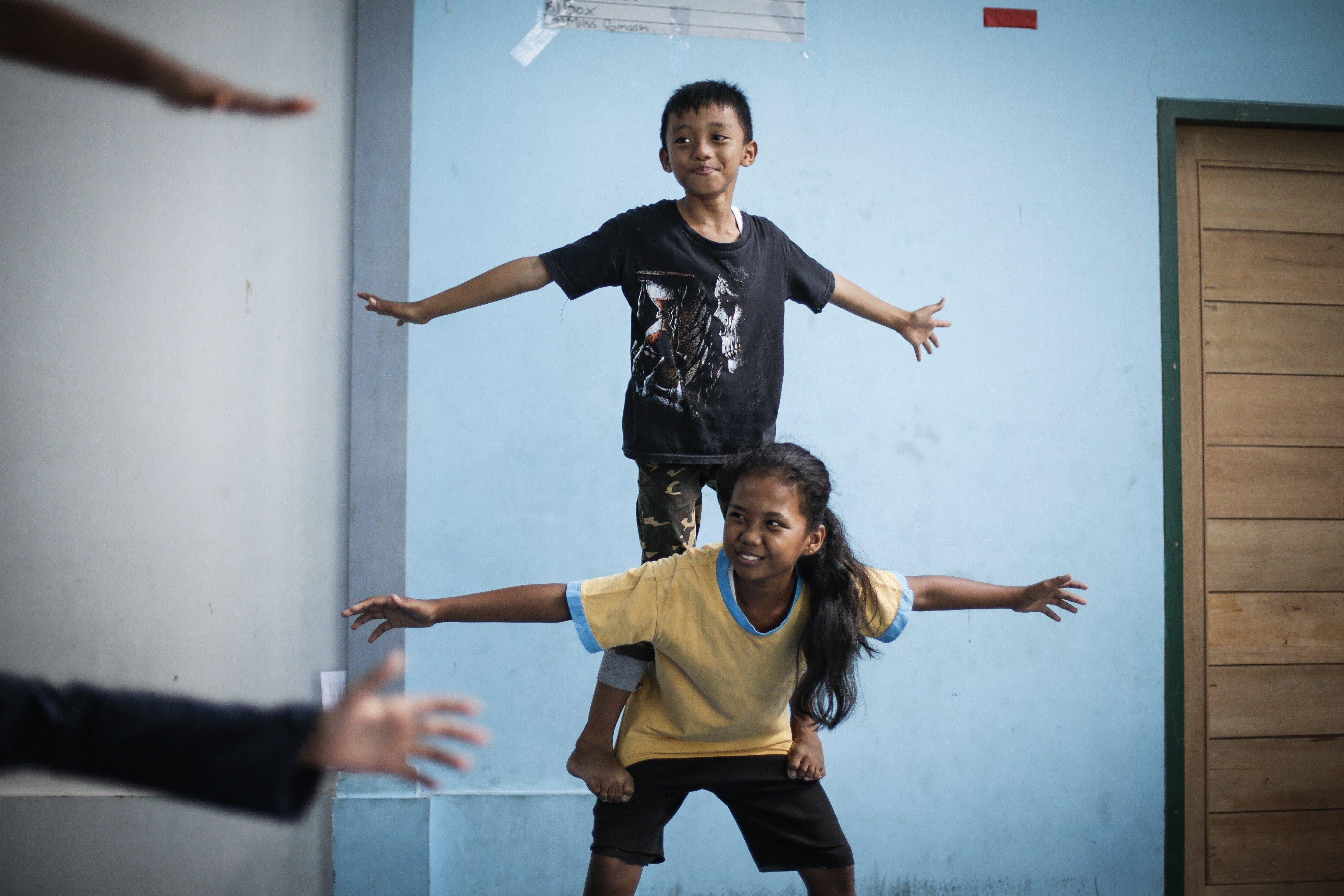 Classes de circ impartides per la fundació Nariz Roja a Jakarta. /MAST IRHAM