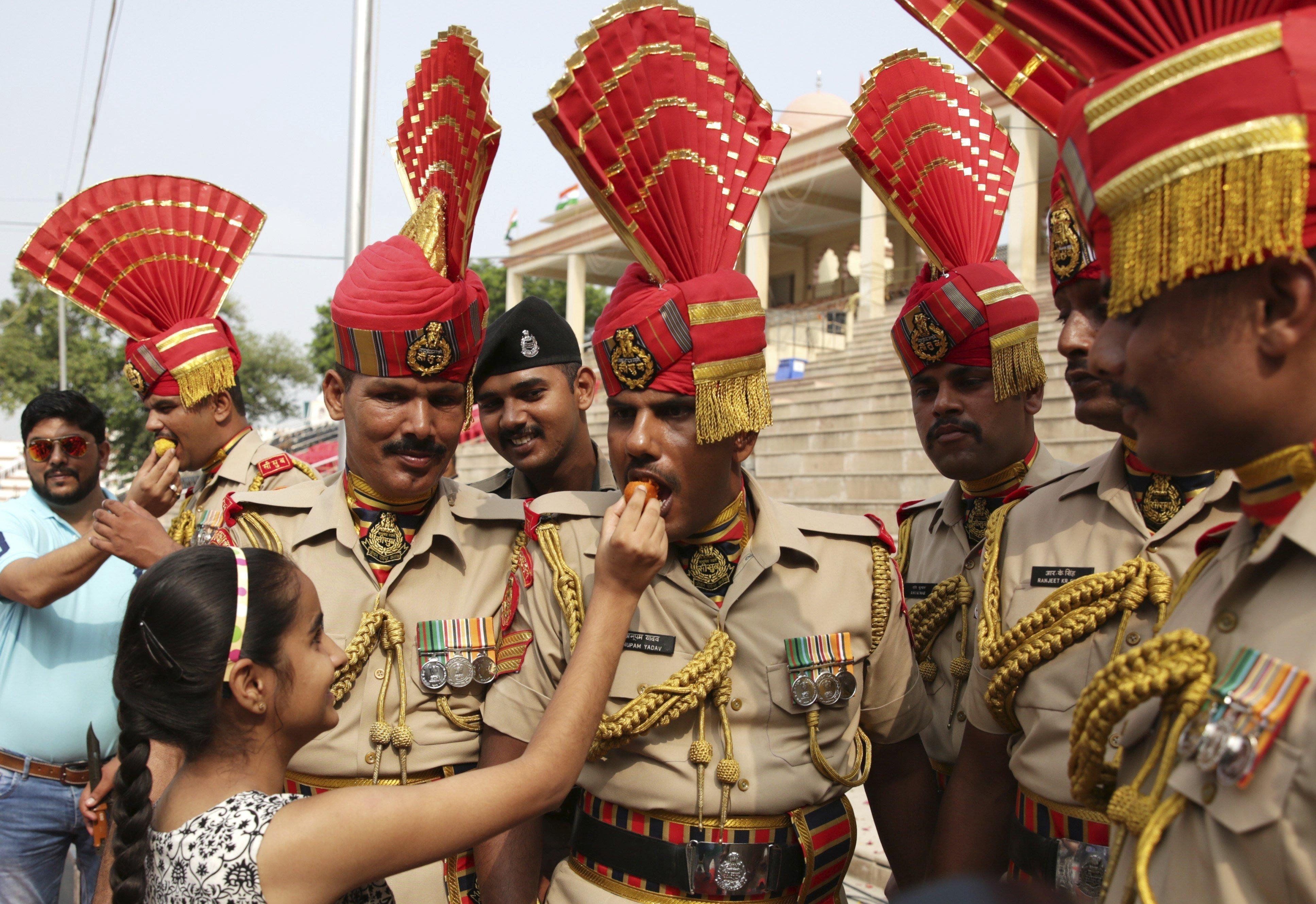 Soldats participen en les celebracions del Dia de la Independència en Amritsar (l'Índia) avui, 15 d'agost de 2017. L'Índia celebra avui el 70è aniversari de la seva independència de la Corona Britànica. / Raminder Pal Singh