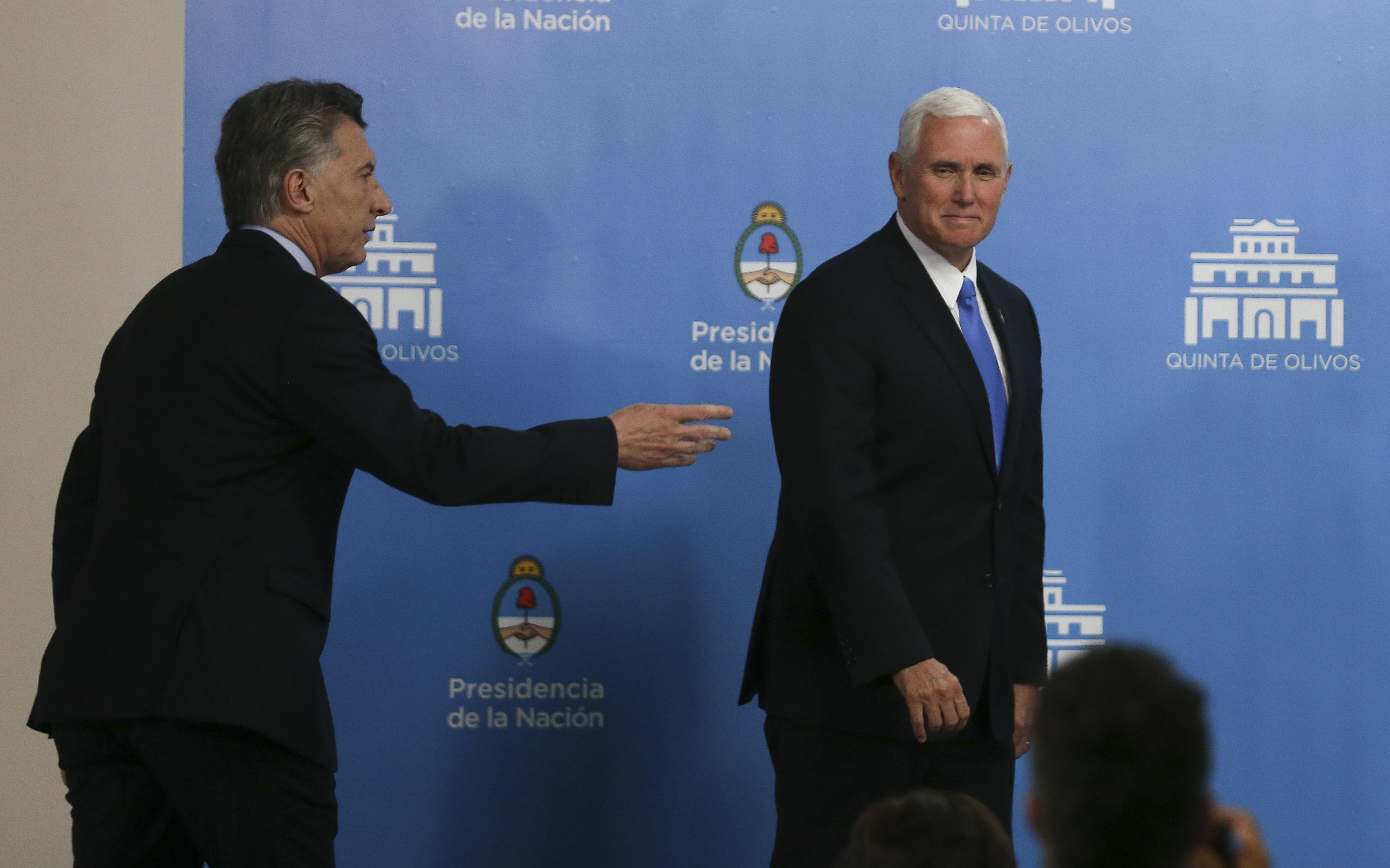 El president d'Argentina, Mauricio Macri, i el vicepresident d'Estats Units, Mike Pence, arriben per oferir una conferència de premsa conjunta en la residència oficial d'Olivos, avui, dimarts 15 d'agost de 2017, a Buenos Aires (l'Argentina). Pence realitza una visita oficial a l'Argentina com a part de la seva primera gira per Amèrica Llatina. /David Fernández