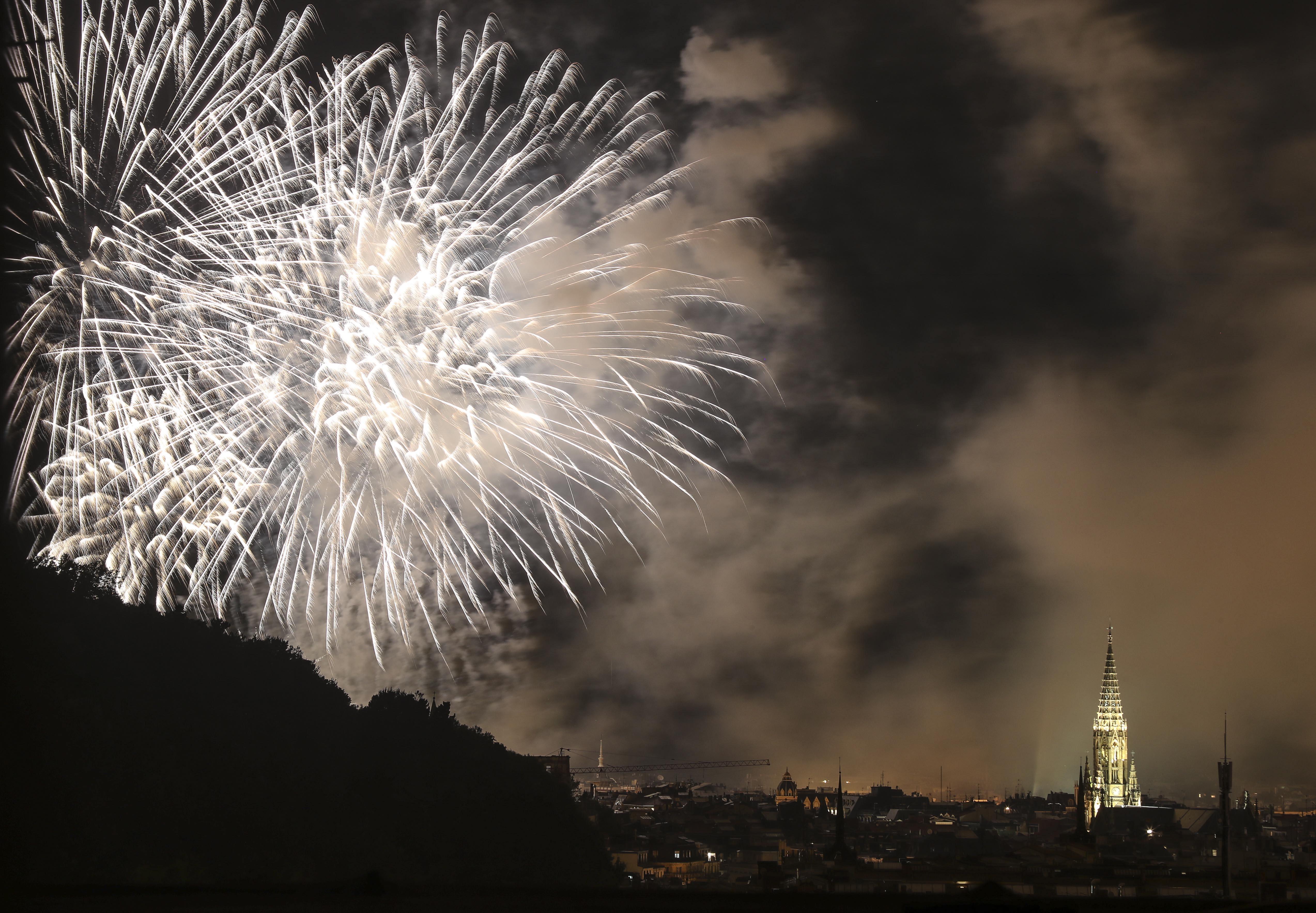 Imatge del Concurs Internacional de Focs Artificials que se celebra amb motiu de les festes de Sant Sebastià. /JAVIER ETXEZARRETA
