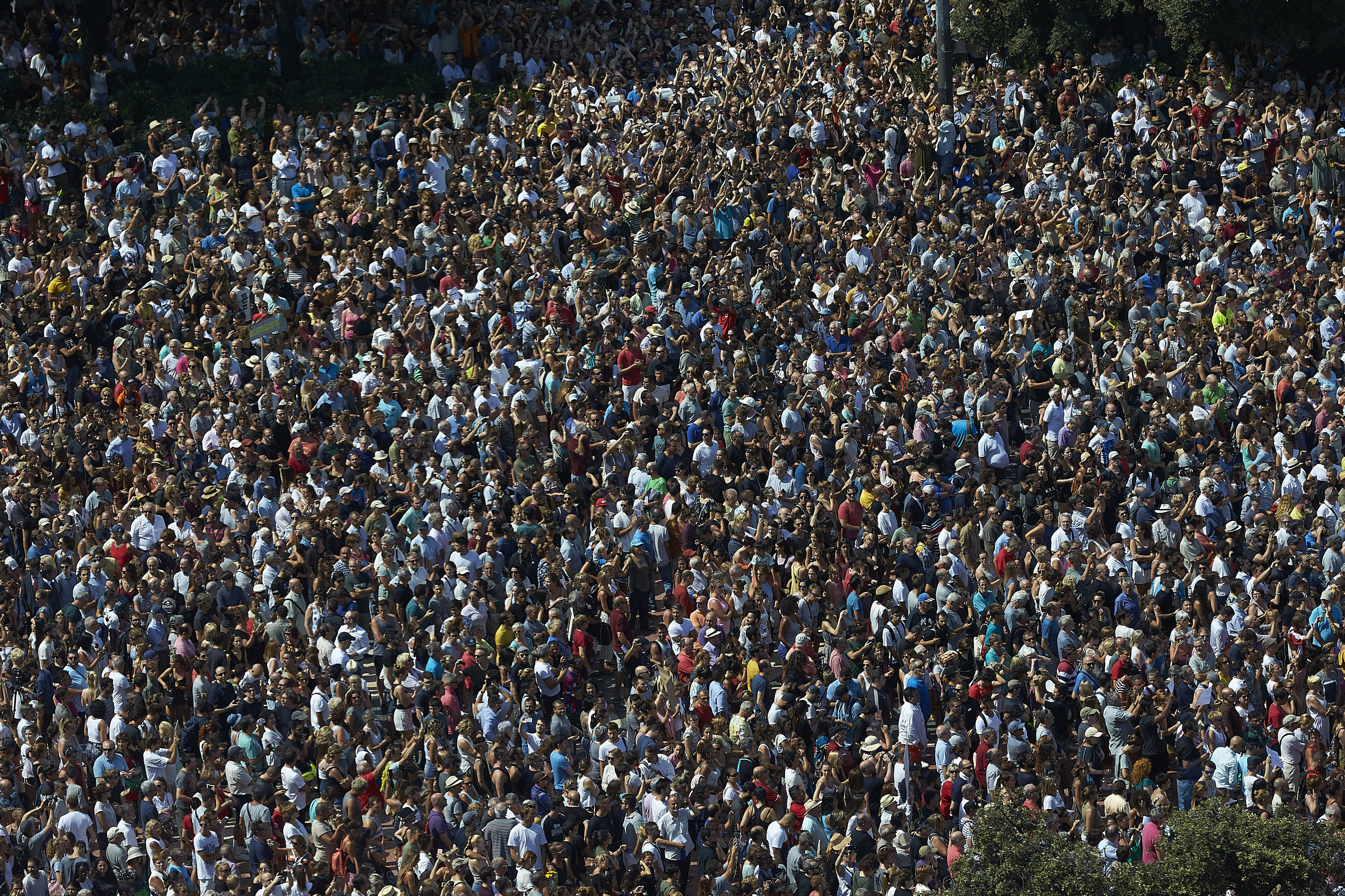 """A Barcelona, el minut de silenci ha acabat amb una gran ovació: """"No tinc por"""". /ALEJANDRO GARCÍA"""