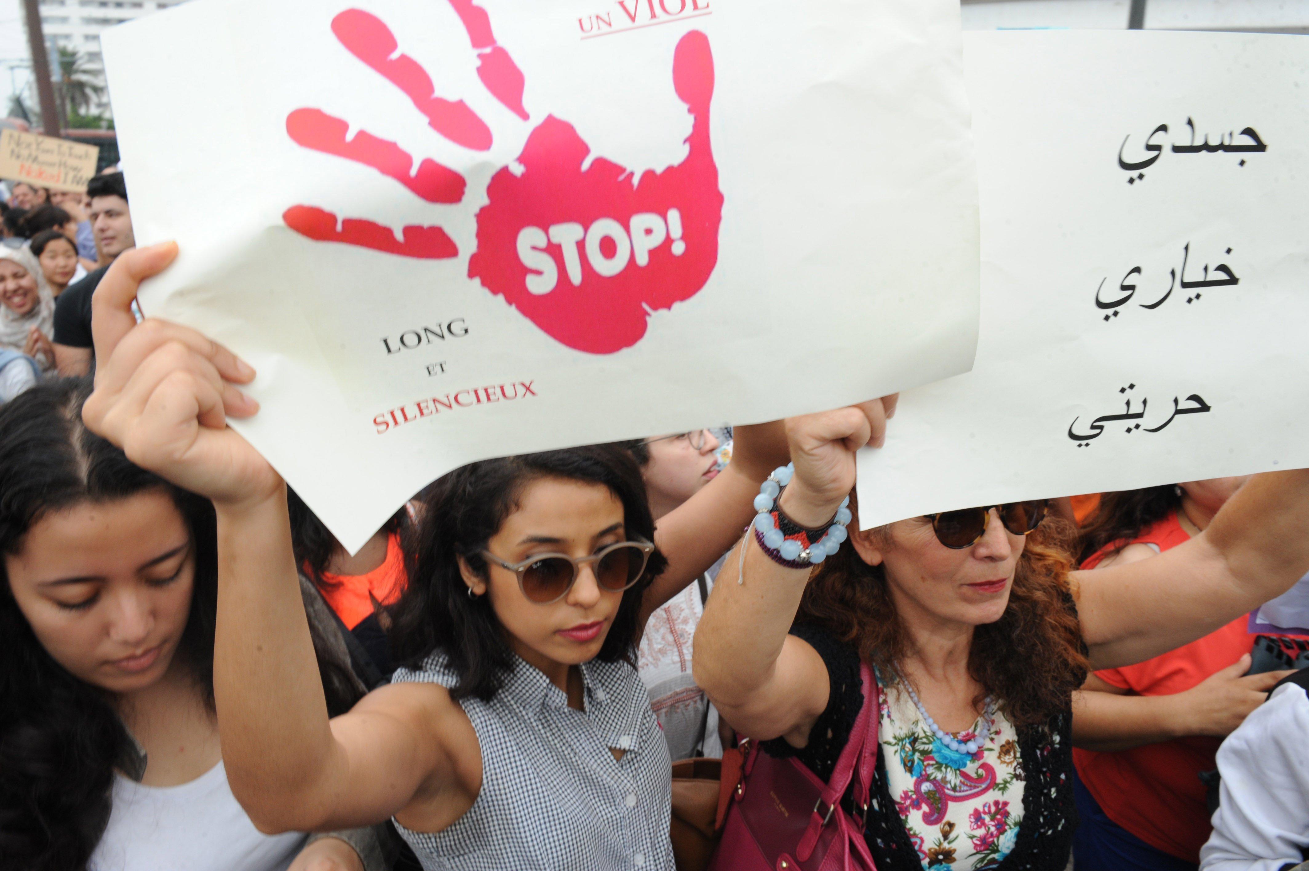 Ciutadans marroquins protesten contra l'abús sexual que va sofrir una jove discapacitada de 24 anys. /ABDELHAK SENNA