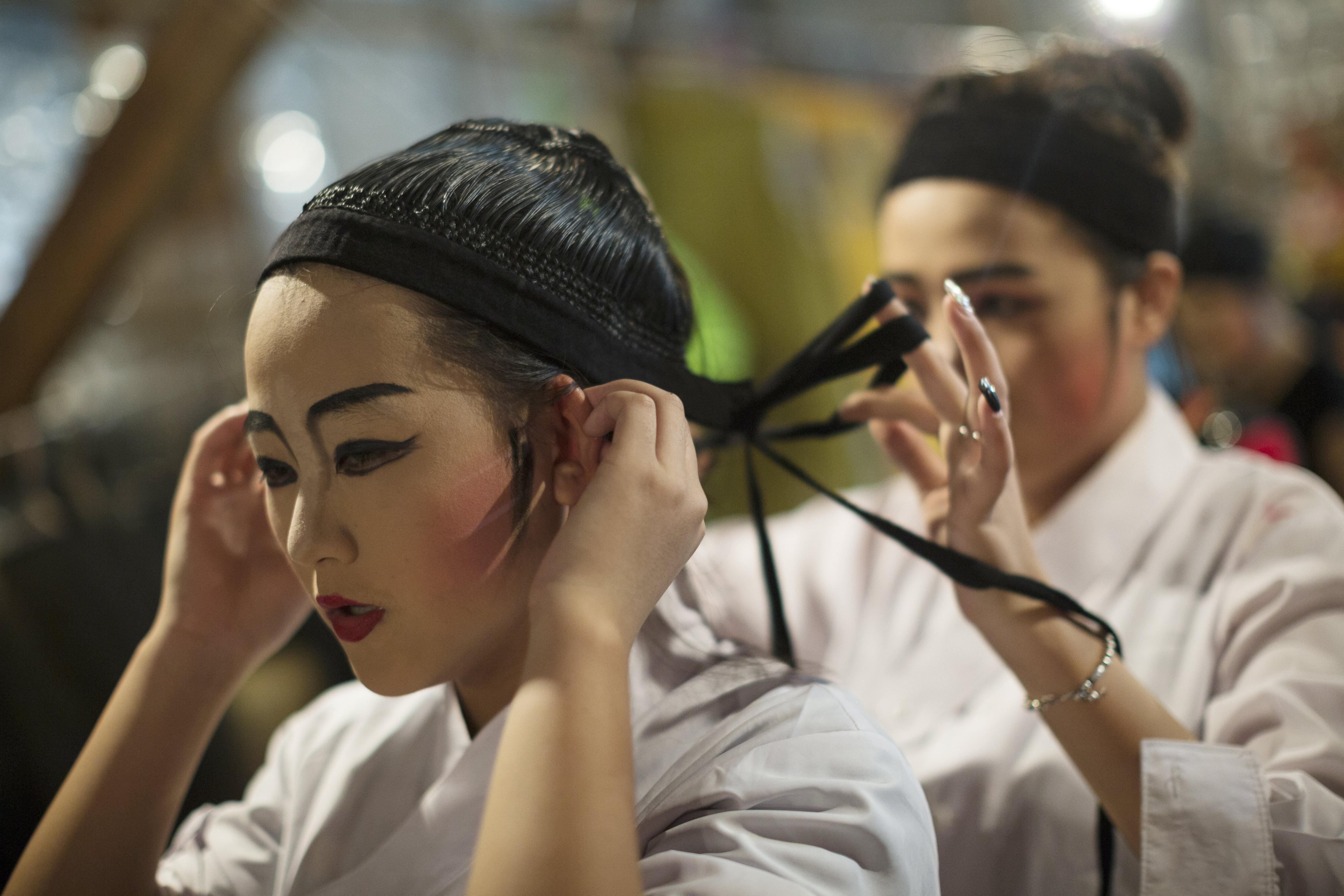 Una actriu de l'òpera de Chiu Chow es prepara per a una actuació a Hong Kong (Xina). /JEROME FAVRE