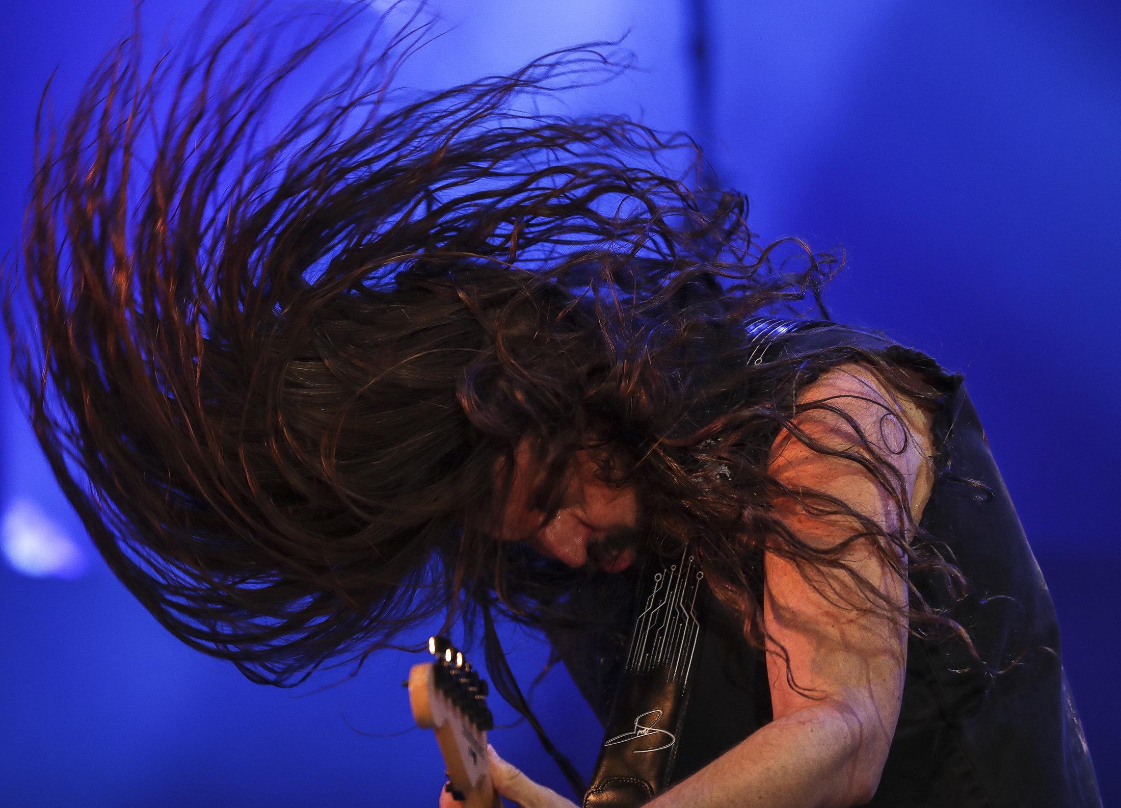 El guitarrista Andreas Kisser, de la banda Sepultura, actua al festival Rock in Rio (Brasil). /ANTONIO LACERDA