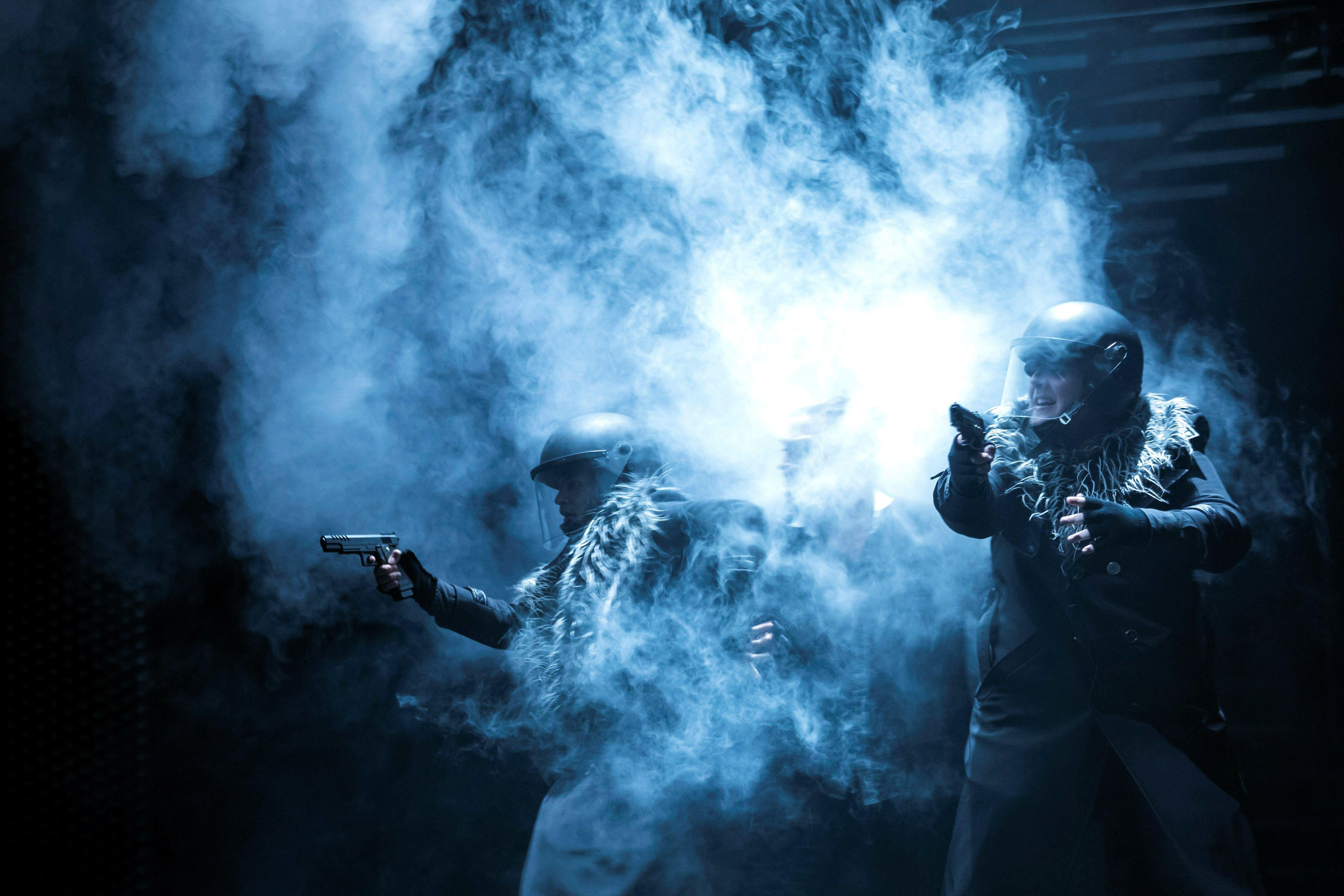 """Actors actuen sobre l'escenari durant la presentació de """"Hamlet"""", de William Shakespeare, en el teatre de la Comèdia de Budapest, Hongria. /BALAZS MOHAI"""