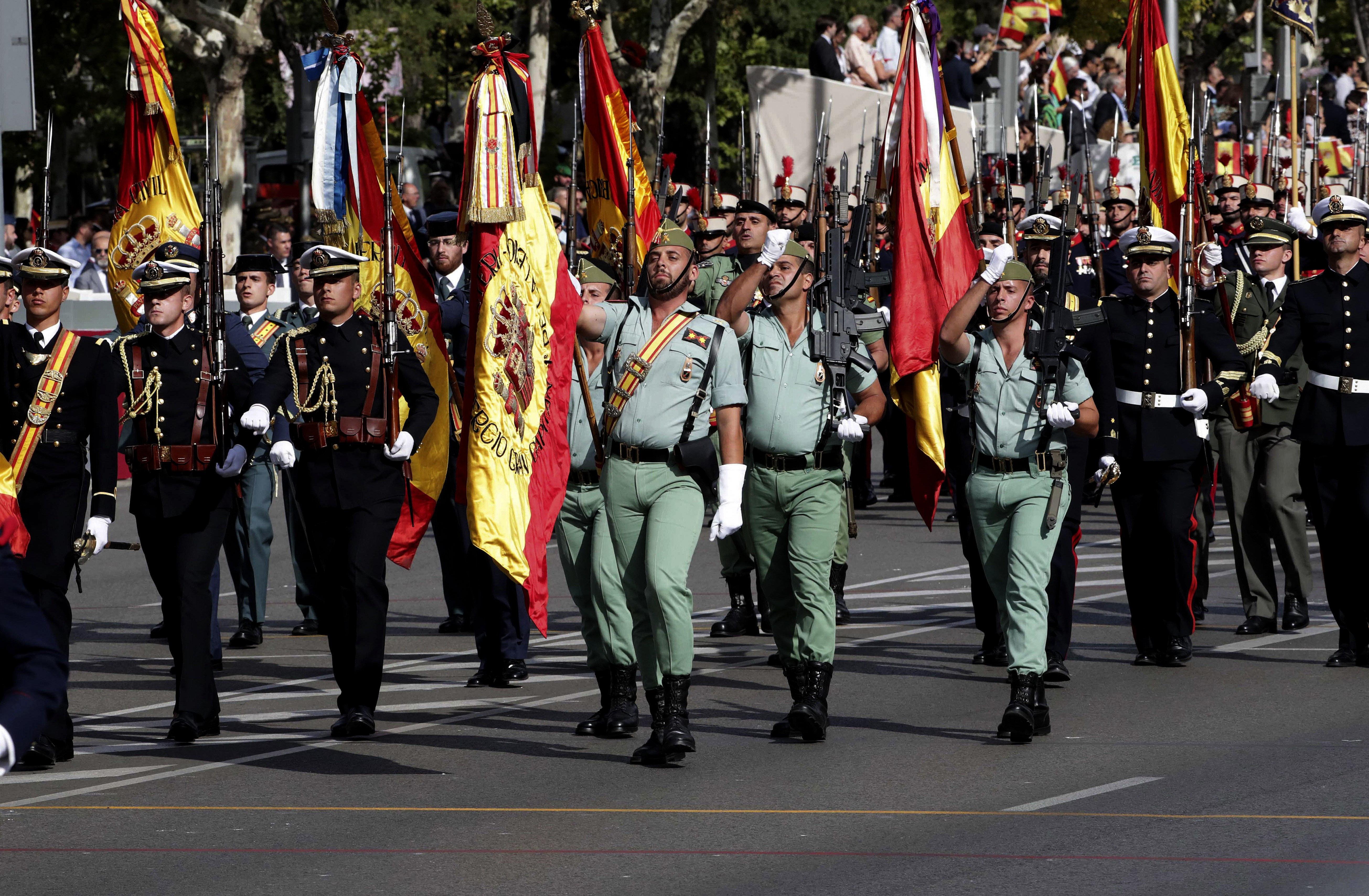 Desfilada del Dia de la Festa Nacional que han presidit els Reis, i a la que ha assistit el Govern en ple, encapçalat per Mariano Rajoy, i la majoria de líders polítics./Zipi