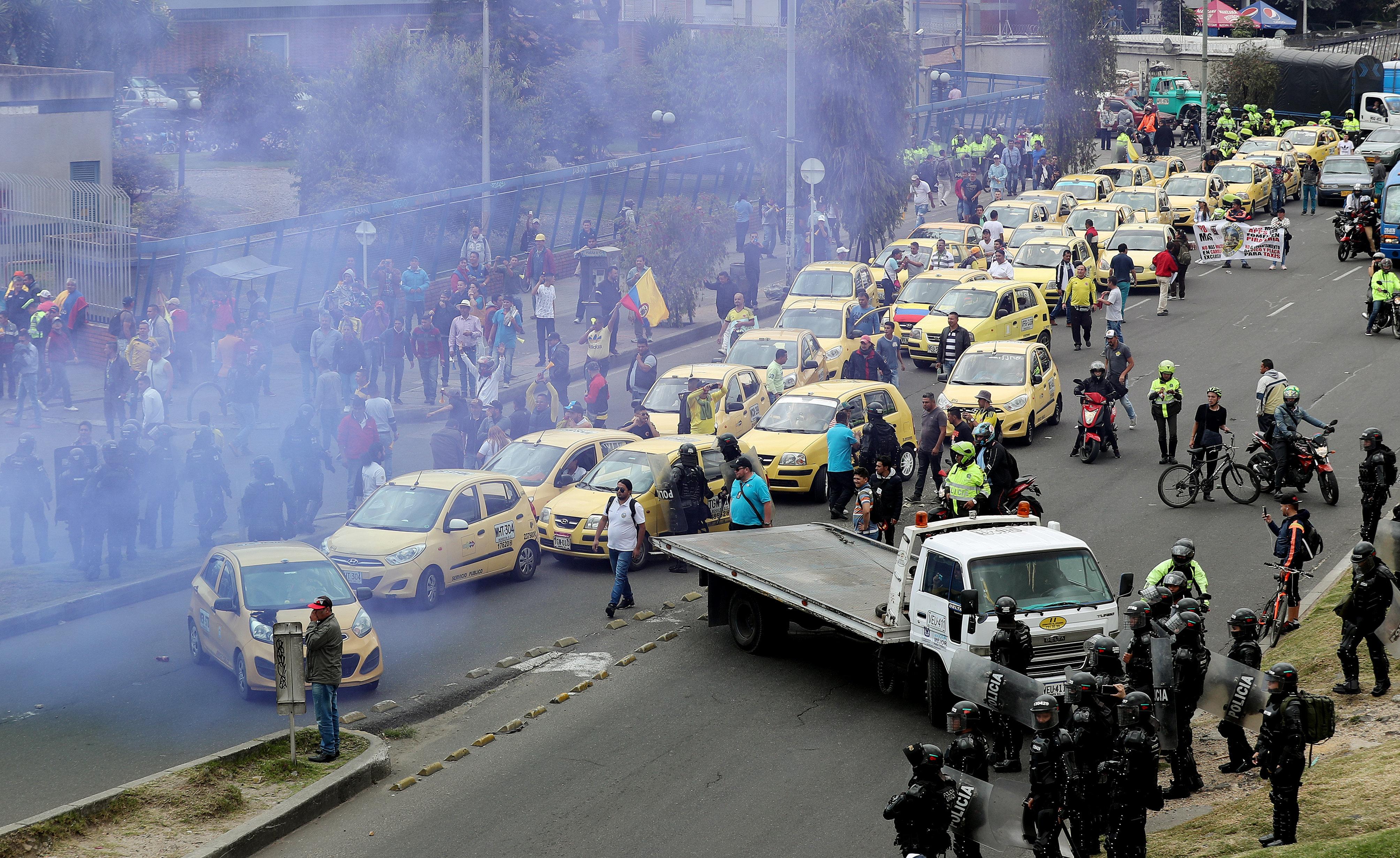 Comença la vaga indefinida de taxistes a Bogotà en protesta per Uber i Cabify. /LEONARDO MUÑOZ