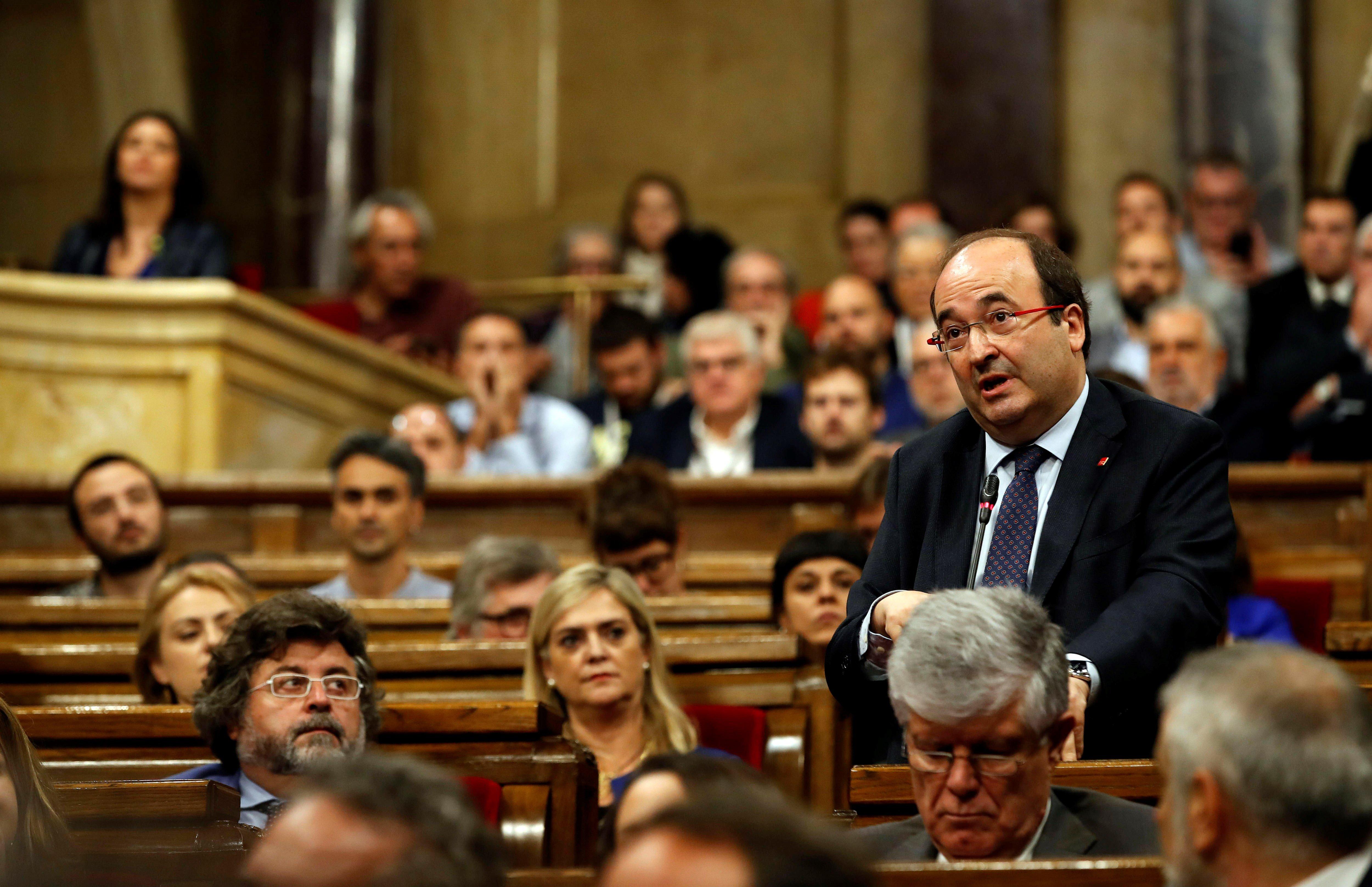 El president del grup parlamentari del PSC, Miquel Iceta, intervé en la sessió del Parlament. /EFE