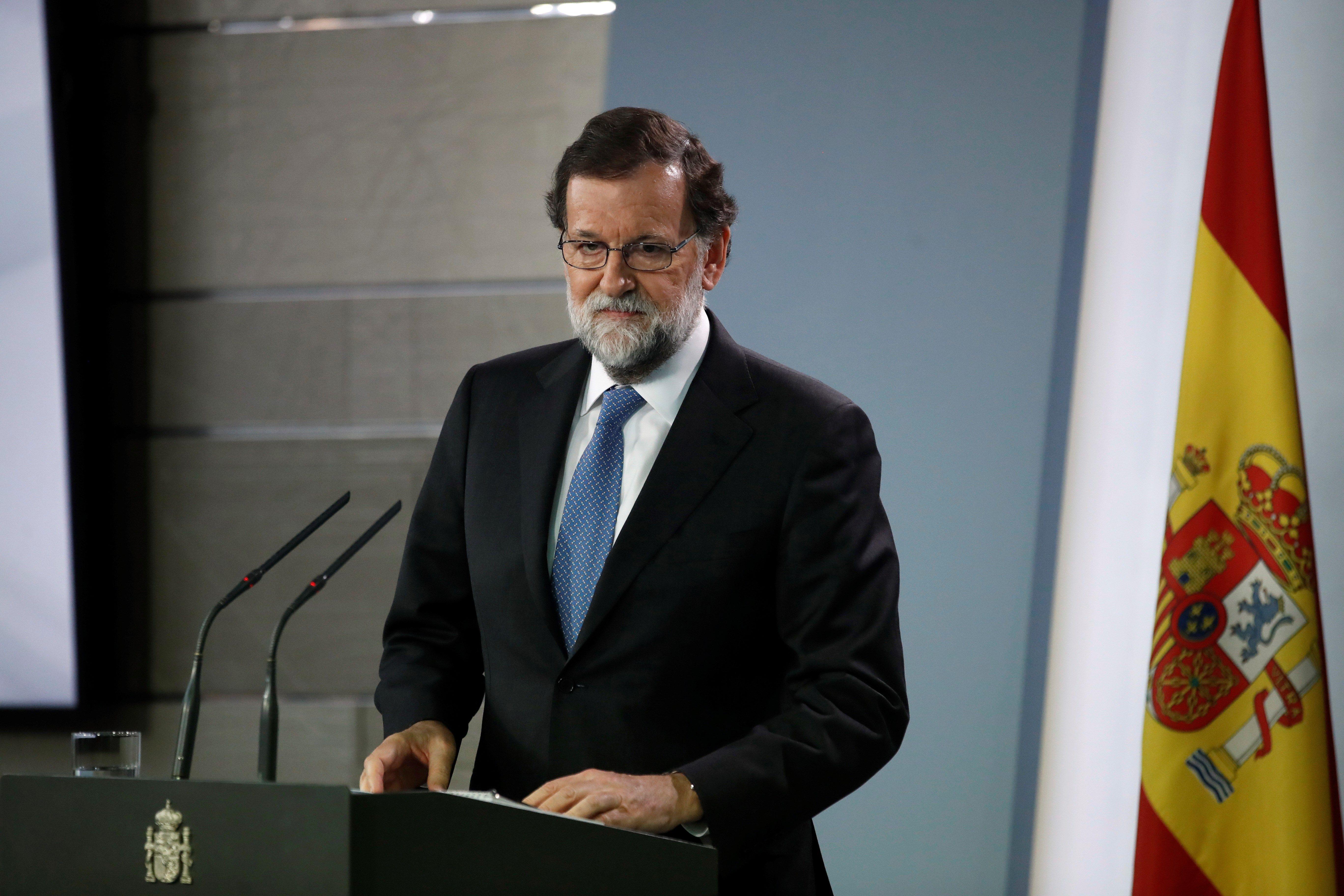 Roda de premsa del president del Goven central, Mariano Rajoy, en la qual ha anunciat la dissolució del Parlament català i la convocatòria d'eleccions autonòmiques el 21 de desembre. /EFE